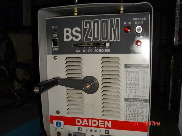 {中古焊接設備維修買賣出租}大電BS200M電焊機>內藏防電極裝置>CO2焊機>氬焊機>