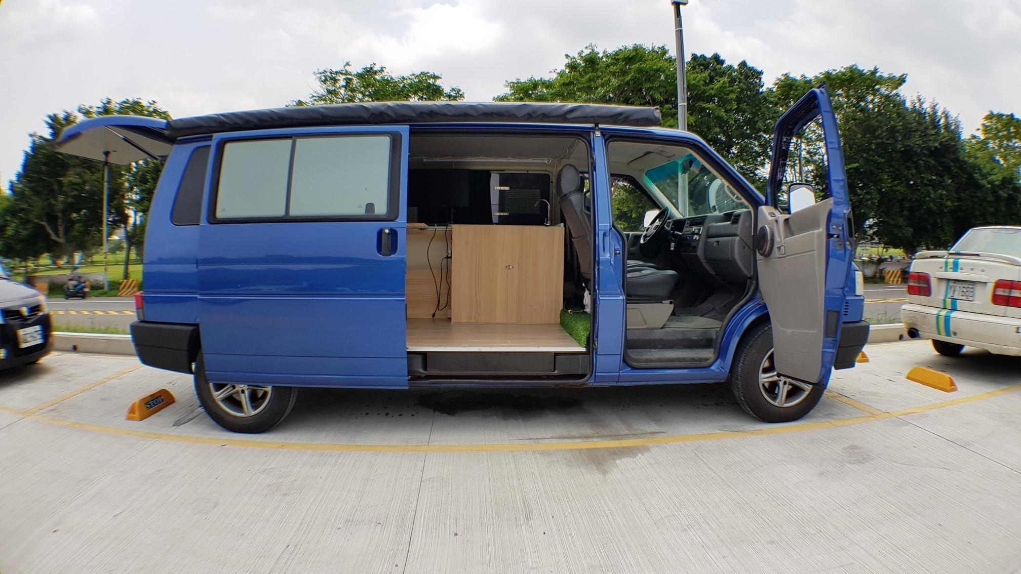 自排T4露營車 2004年 自排長軸T4 2500cc (貨車牌省稅金) 露營車就是要有像T6加州號的邊櫃