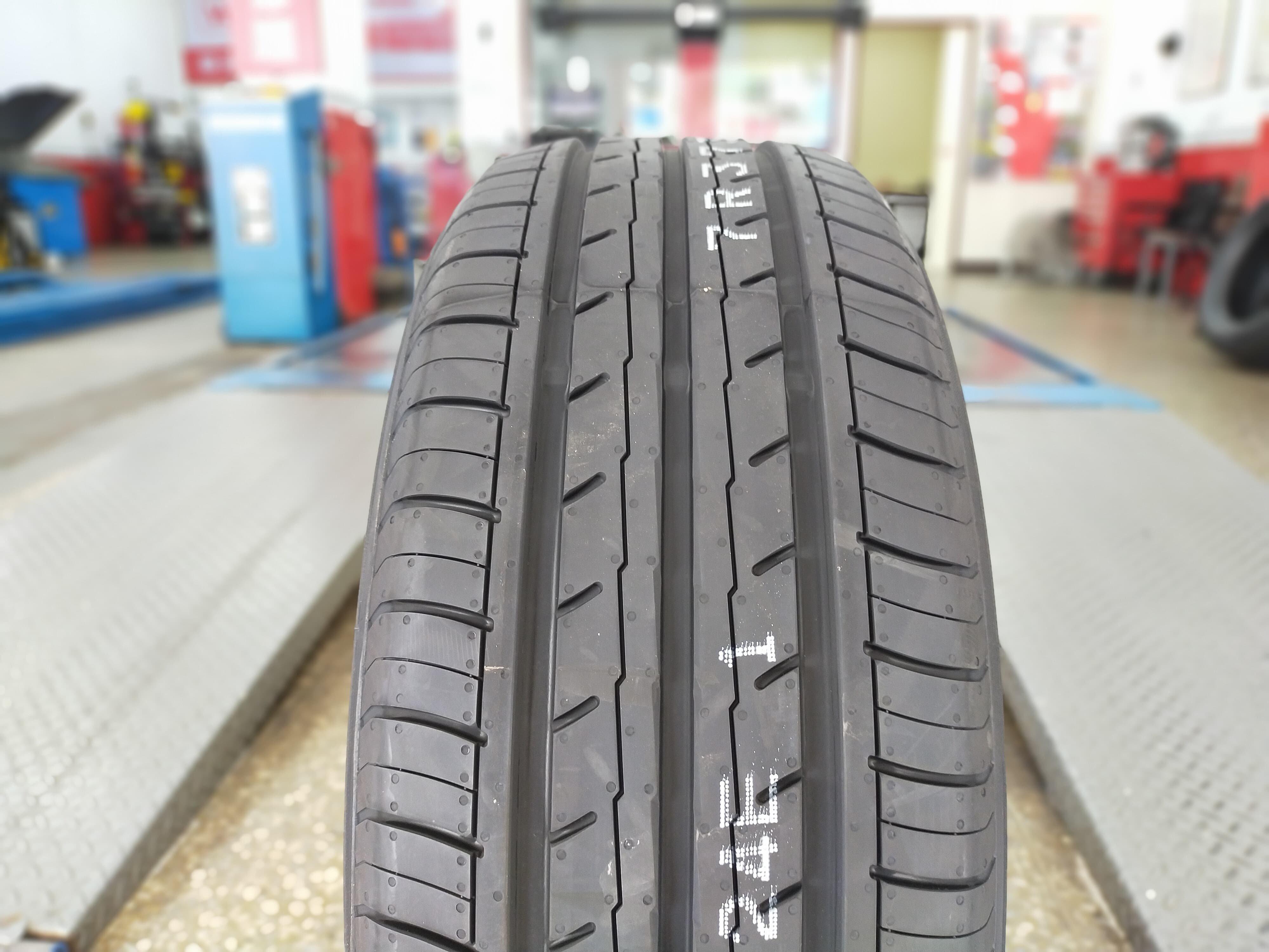 台北 順元輪胎 YOKOHAMA 橫濱 ES32 205/55/16 完工價3400元 含工資 換四條送定位