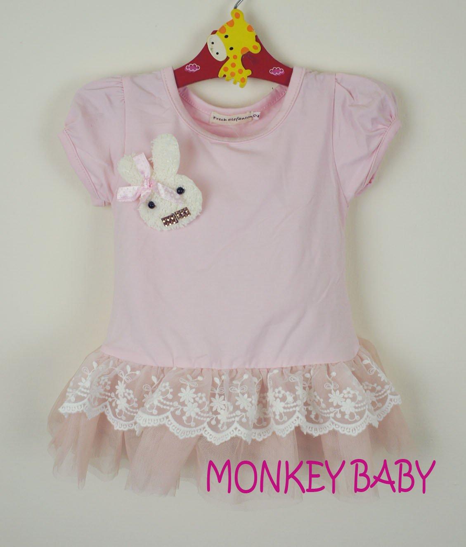 滿699免運【MONKEY BABY 】幼童粉色蕾絲 小兔別針洋裝 長版上衣(9759)