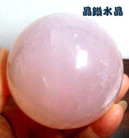 ~純天然水晶量販~天然粉晶球 455公克 69mm超紅潤~雙面星光~附壓克力球座