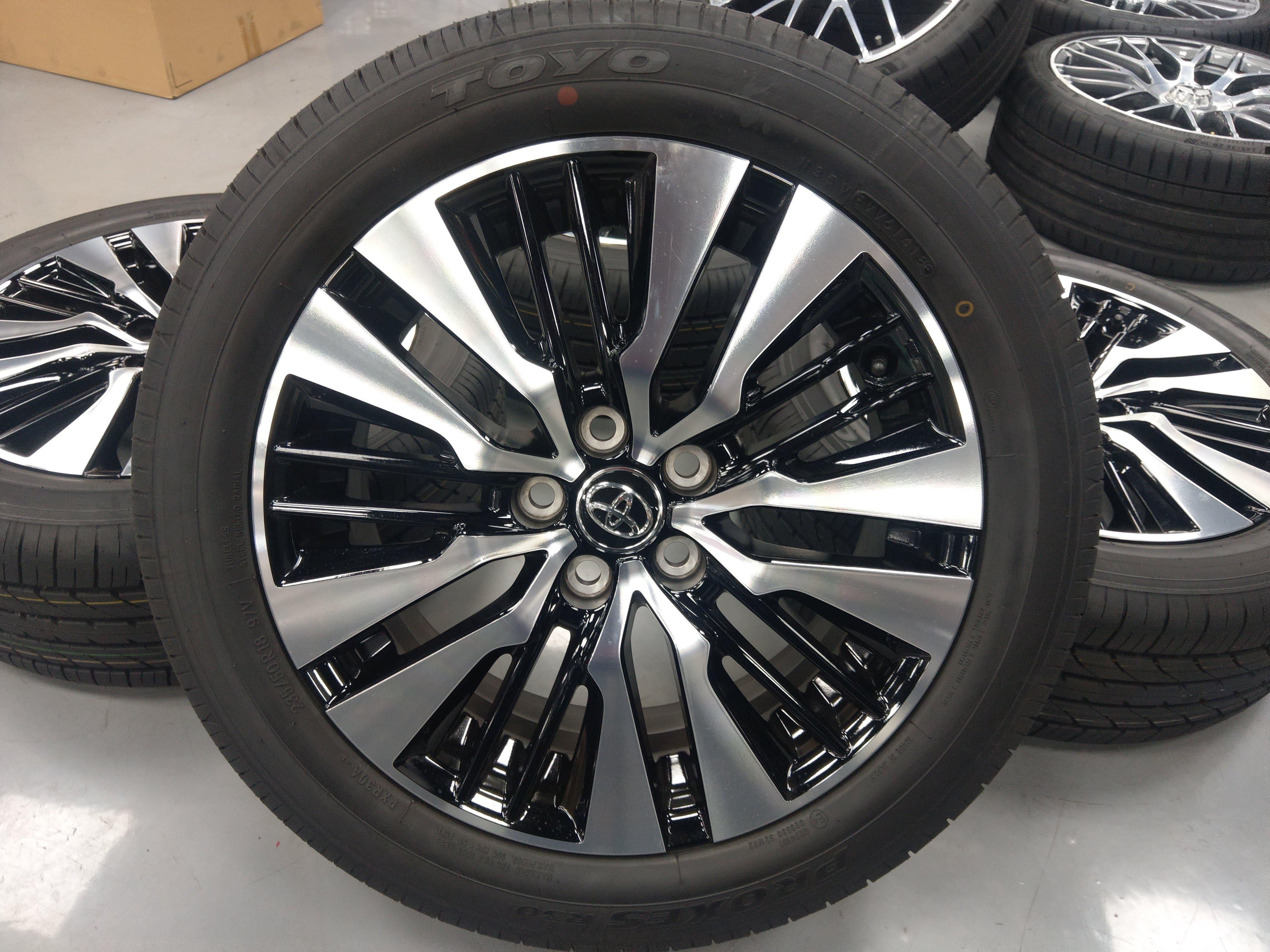 18吋   toyota  Alphard鋁圈含胎 新車落地 售40000