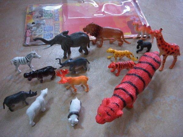 小猴子玩具鋪~ ST安全玩具~~15件野生動物公仔家園套裝組~ :100元 組