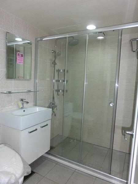 東城浴室整修.浴缸拆除 二十年經驗.值得你信賴.衛浴換裝、改造、翻修、衛浴規劃 照片