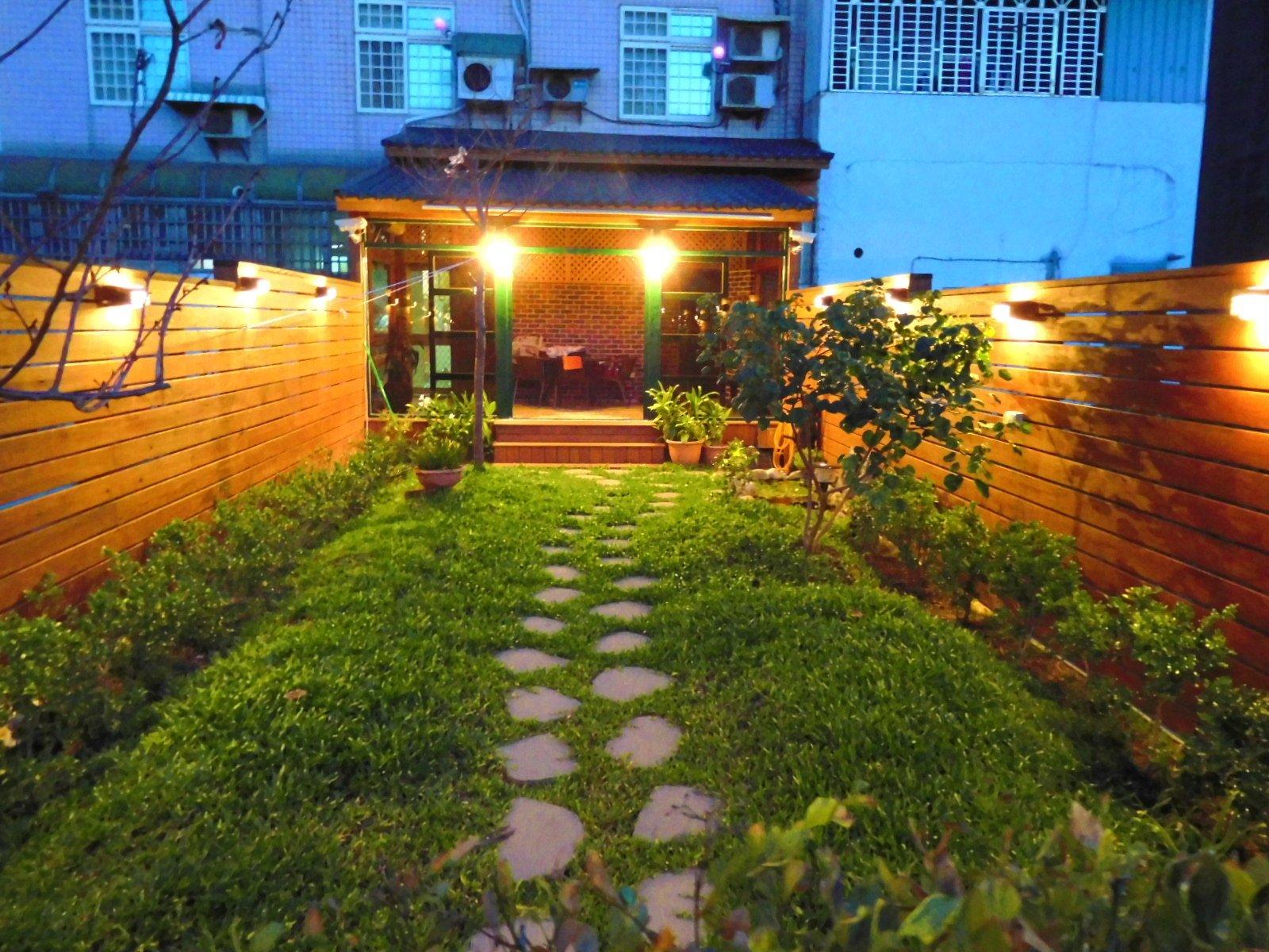 庭園。花園。遮雨棚。琉璃鋼瓦。雨遮、遮陽棚、圍牆、園藝 戶外 南方松 規畫【園匠工坊】免費估價