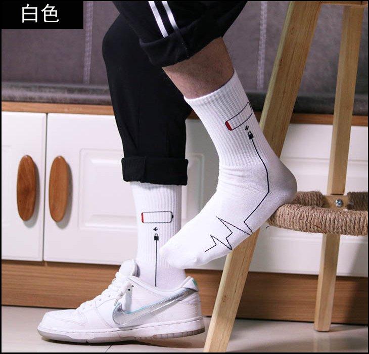 【褲衩】男士ins潮流長筒襪充電圖案 滑板街頭襪可愛純棉潮牌 襪子 貨號:ZM009
