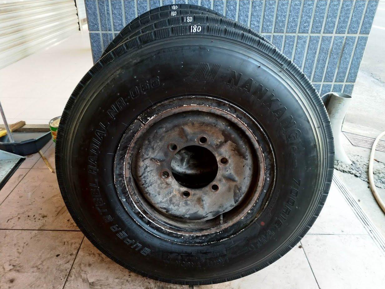 700R15 南港 17年 18年 輪胎 NR 066 3.5 噸 堅達 貨車 輪胎 一輪 胎含鐵圈及內胎2500元
