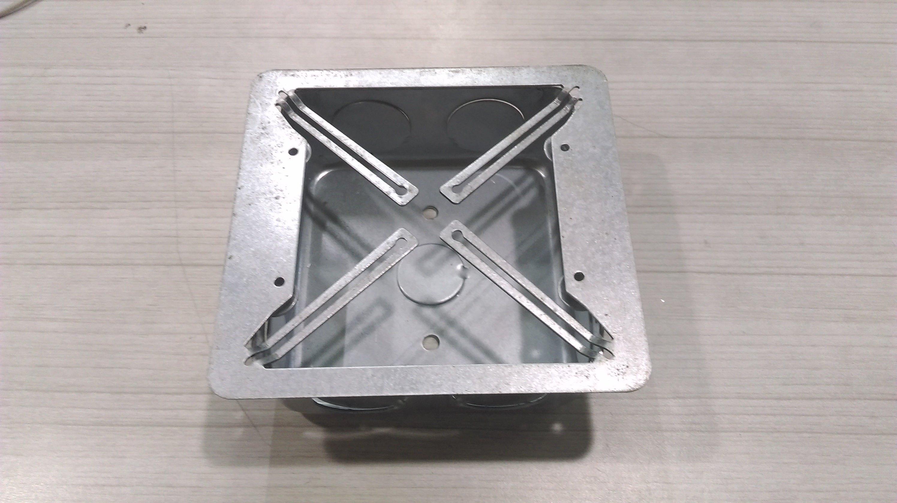 DIY水電材料 兩聯式鐵盒斷耳修補片 開關插座蓋板螺絲固定孔年久斷裂 無法固定 1片搞定 尺寸與蓋板相符