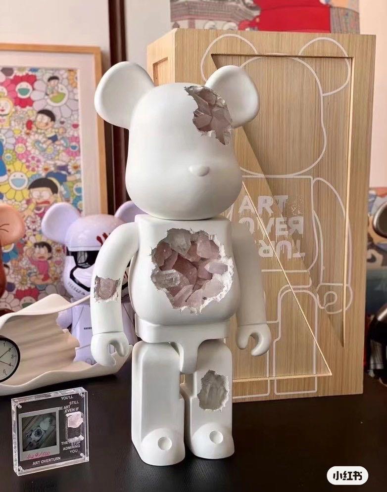 庫柏力克熊Art Over Turn 致敬款 Bearbrick 1000% 烏拉圭水晶破壞感融合熊