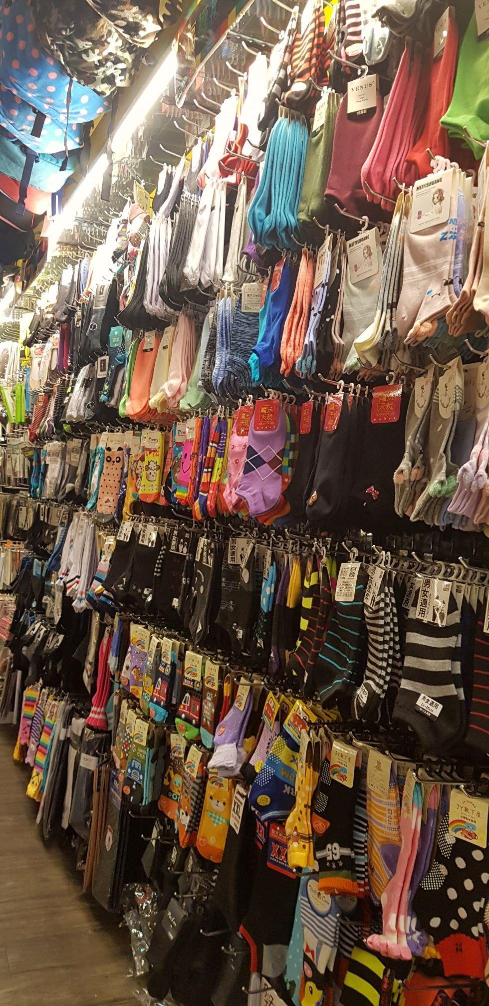 各種襪子 襪品 絲襪  褲襪 請在問與答打上您的需求 拍照 在開標去給您