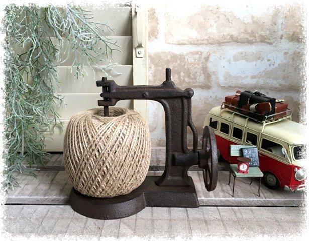 艾苗小屋-日本進口 SPICE  FOUNDER SEWING TWINE HOLDER 縫紉機造型麻繩架