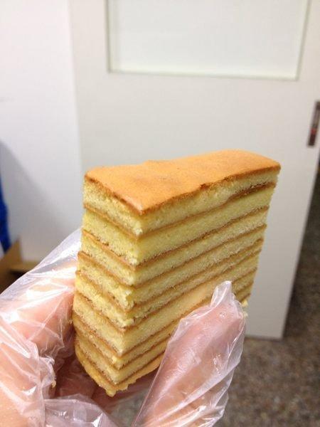 《餅乾先生》千層蛋糕,冰冰涼涼,風味爽口又不甜,便宜好吃又漂亮!當彌月也可以喔!