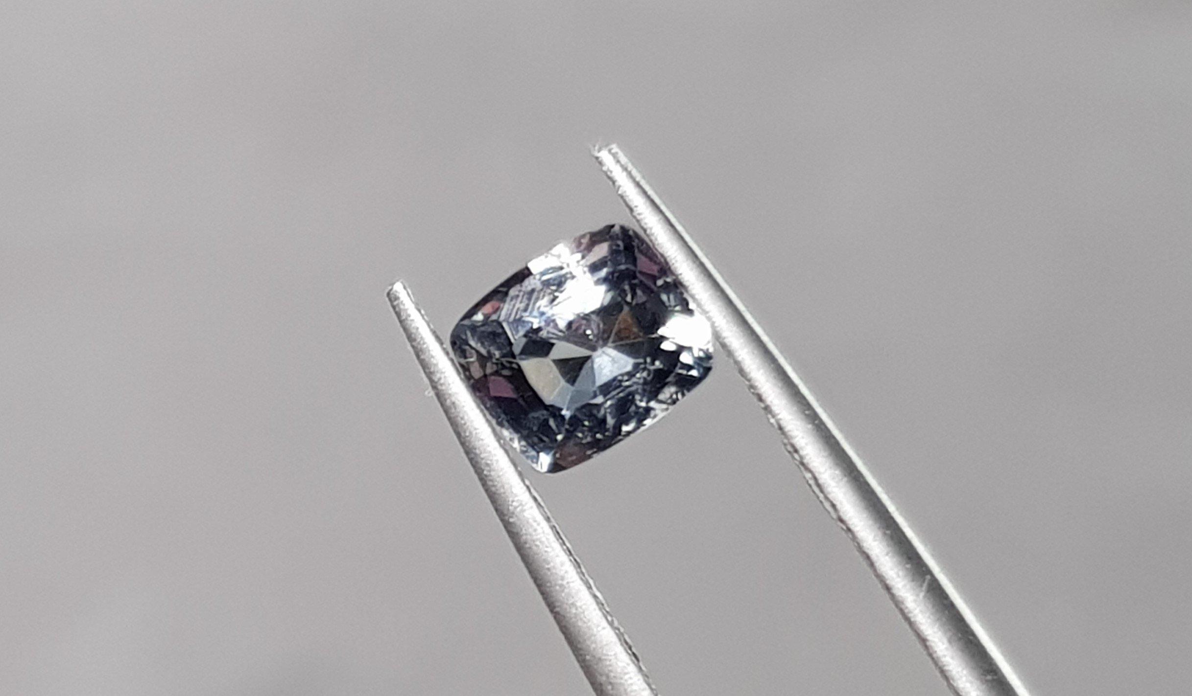揚邵一品0.94克拉 天然無燒 鋼鐵色尖晶石 時尚 淨透無暇 鑽石火光 尖晶石界新寵兒