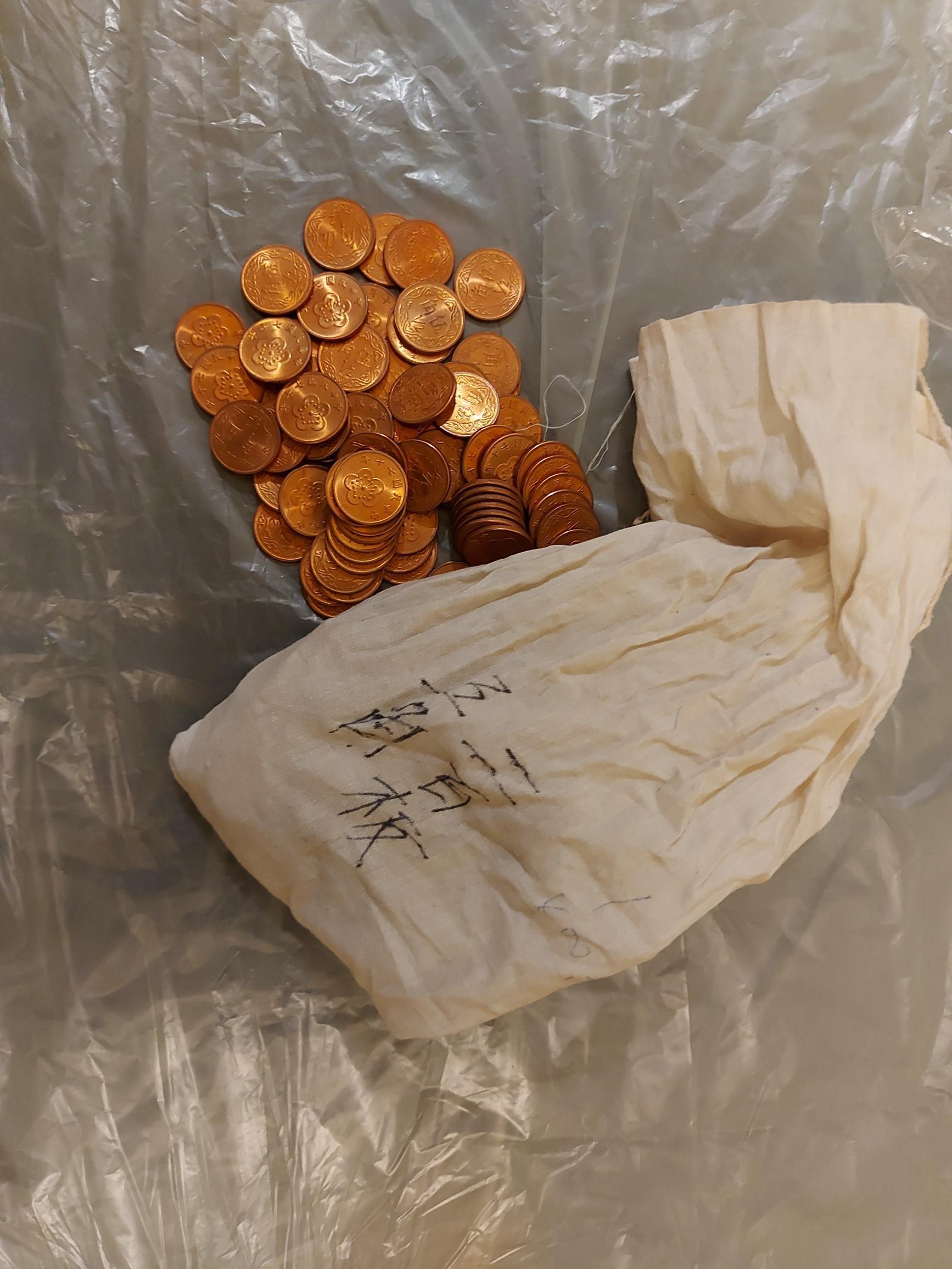 民國70年五角(5角,伍角,1/2元)梅花銅幣硬幣保存著十分不錯,所標為25枚出售價格,品項狀況如照片所示!隨機出貨不挑樣!
