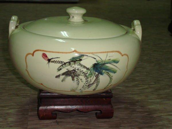 典藏一隻台灣早期金門陶瓷廠製作的老汽鍋~漂亮優雅(一)