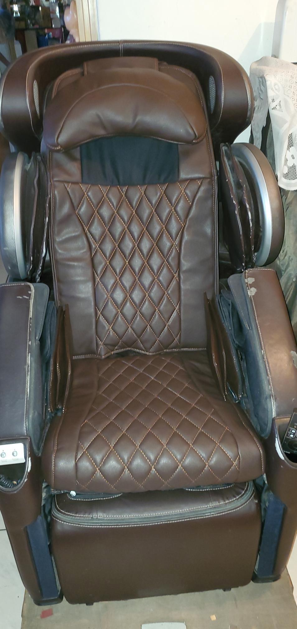 OSIM傲勝按摩椅OS-818天王椅頭枕椅背坐墊皮已經換新,歡迎洽詢