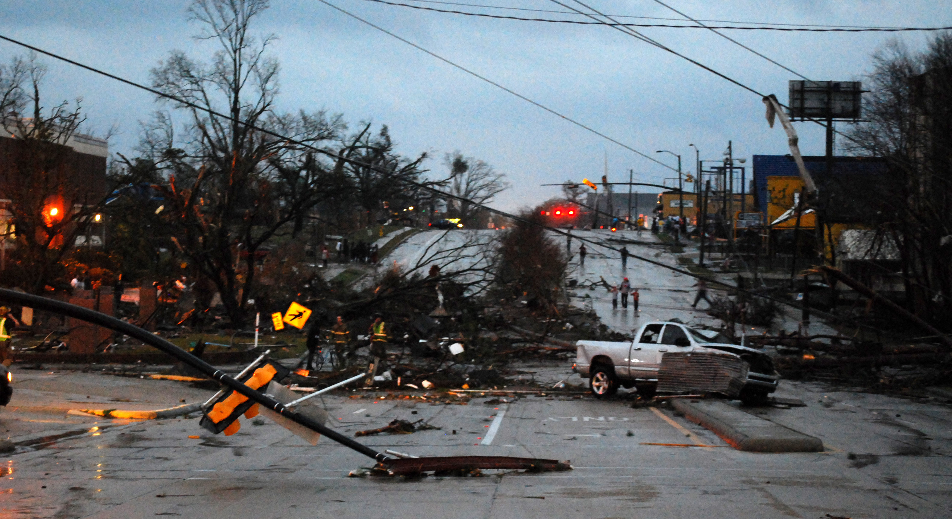 Homes wrecked dozen hurt in mississippi tornado for Home builders in mississippi