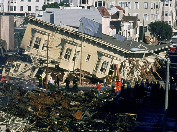 Earthquake safety tips keeping safe yahoo lifestyle india for Where do you go in an earthquake