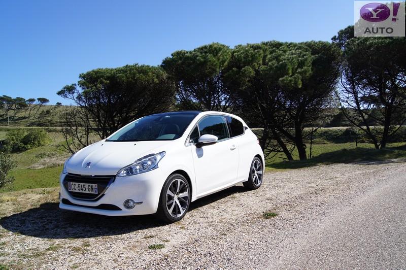 Peugeot 208 Féline blanche - Cliquez sur la photo pour accéder à la Galerie photos