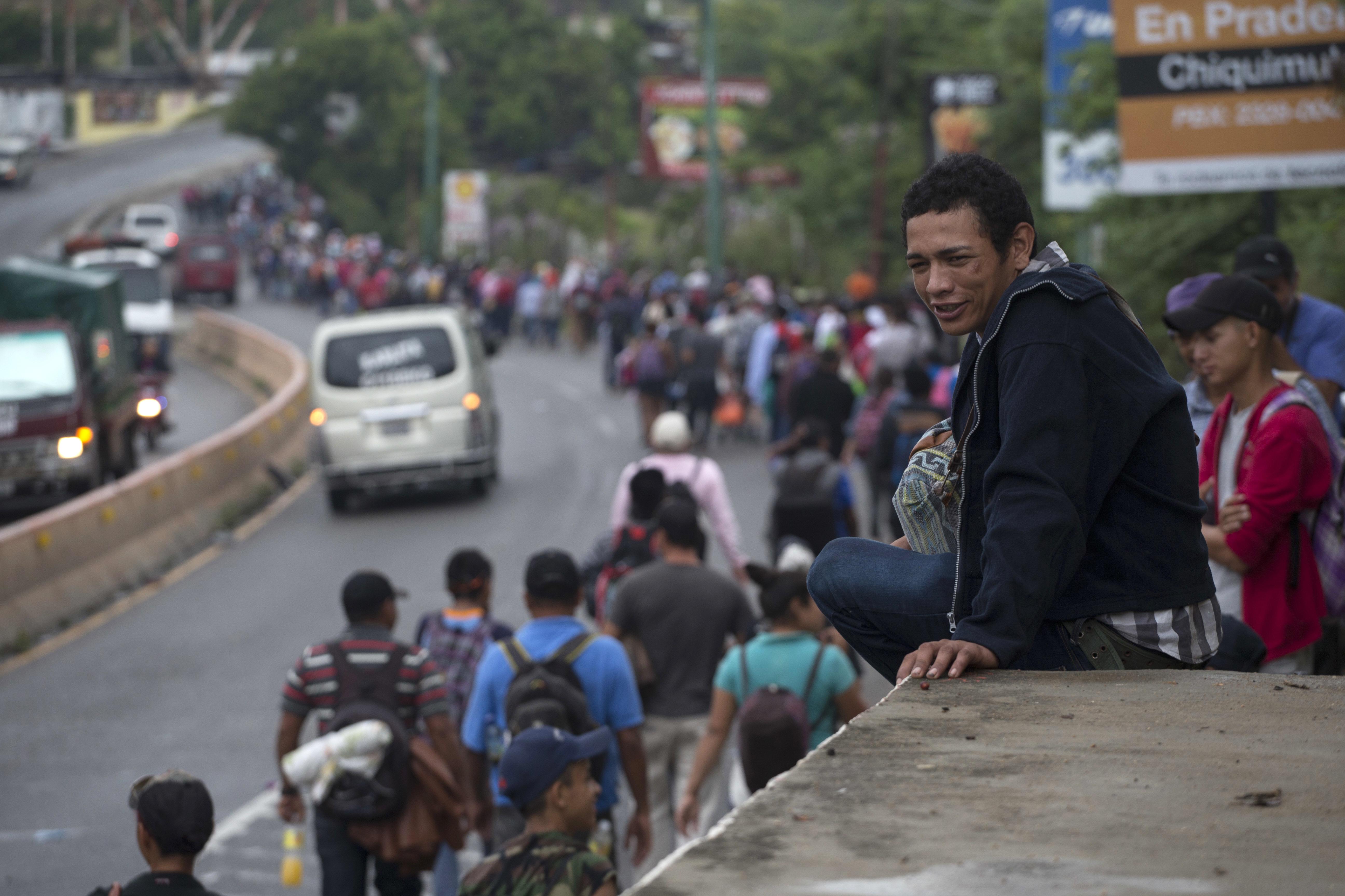 La #CaravanaMigrante a su paso por Guatemala. 17 de octubre de 2018. Foto: AP Moisés
