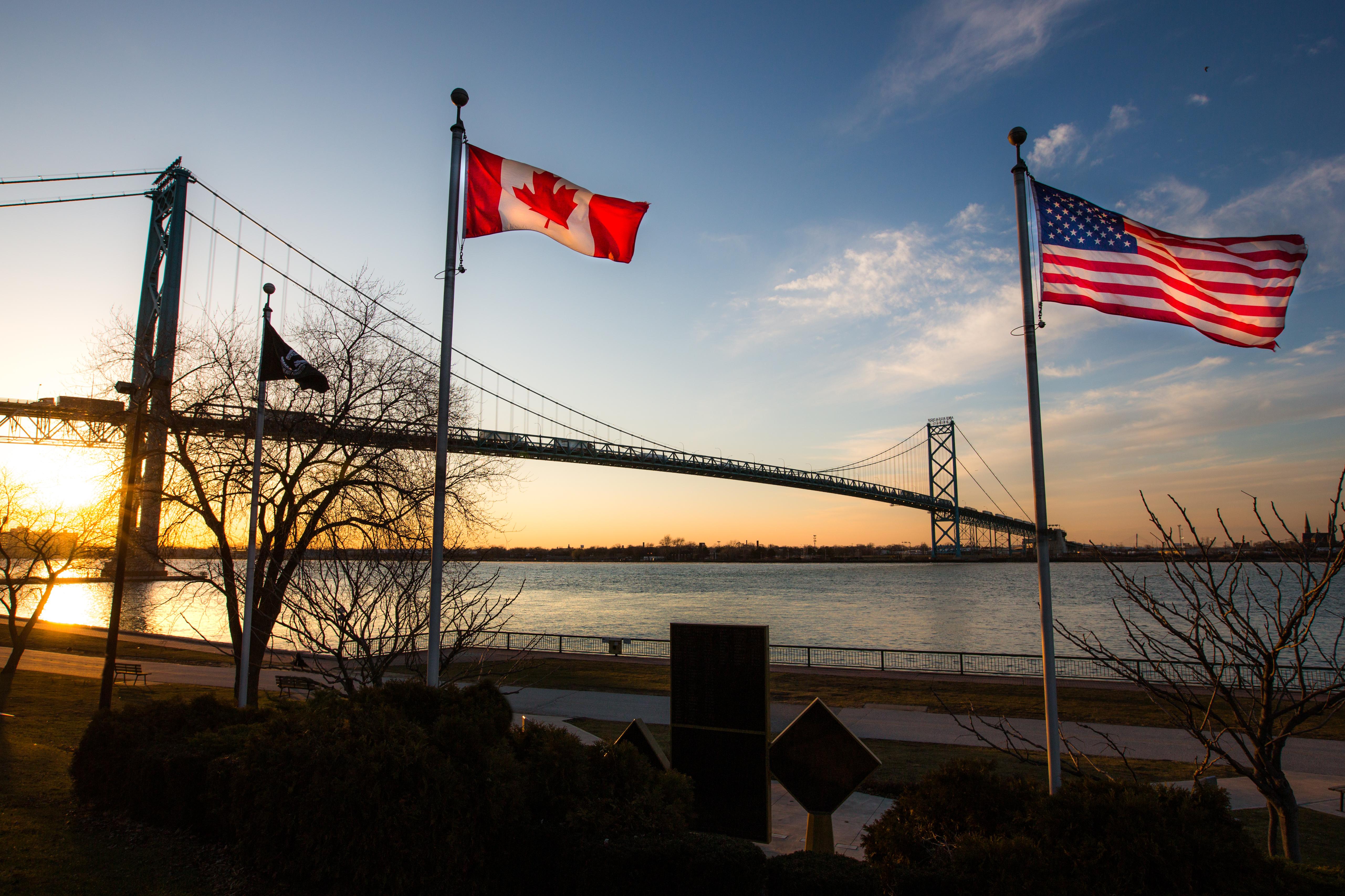 Le pont Ambassadeur, qui relie Détroit, dans l'État américain du Michigan, et Windsor en