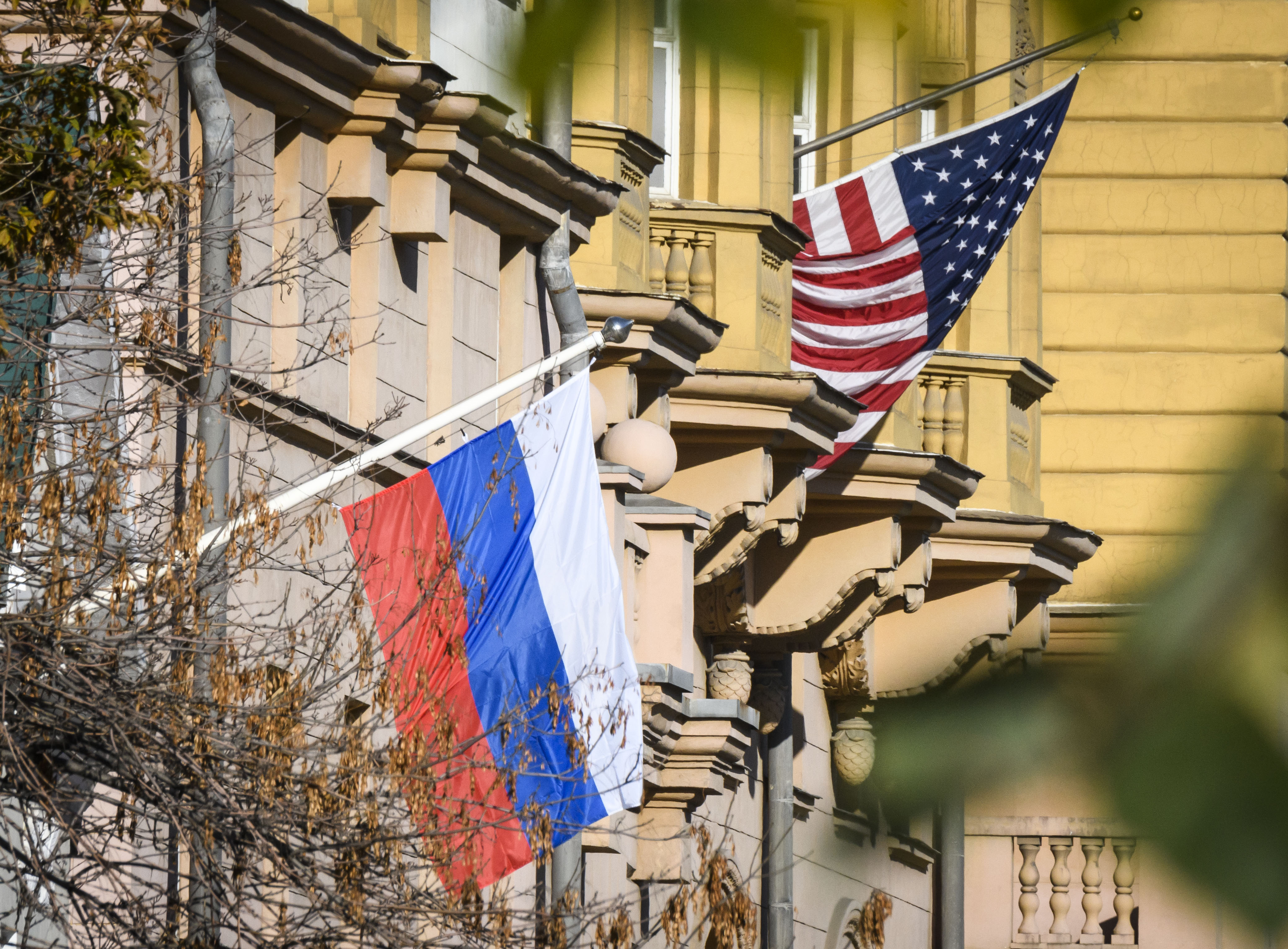 Russia balks at US-run OneWeb satellite internet over security concern