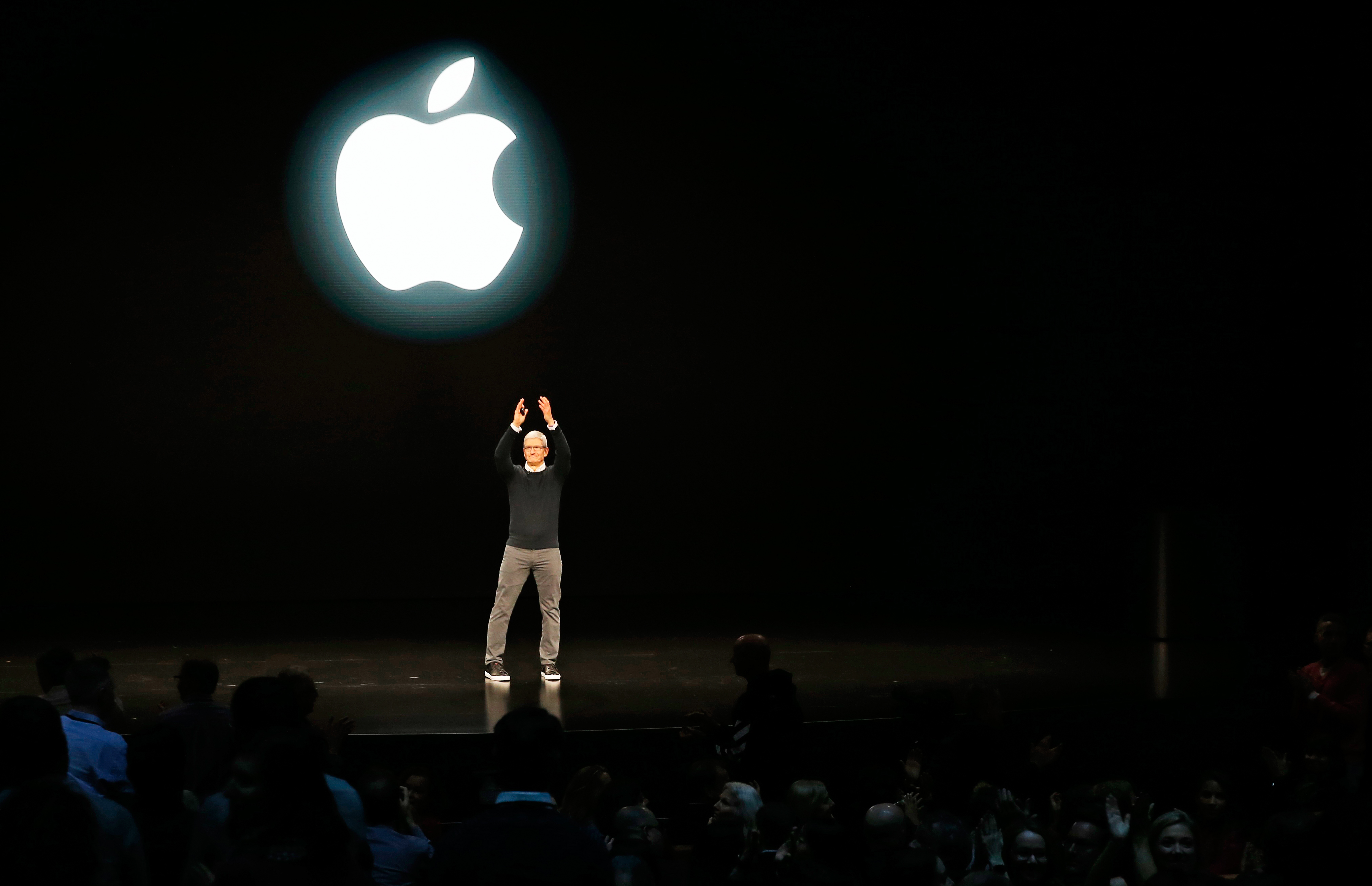 Tim Cook, CEO of Apple, says farewell at the end of an Apple special event at the Steve Jobs Theater in Cupertino, California, U.S., March 25, 2019. REUTERS/Stephen Lam