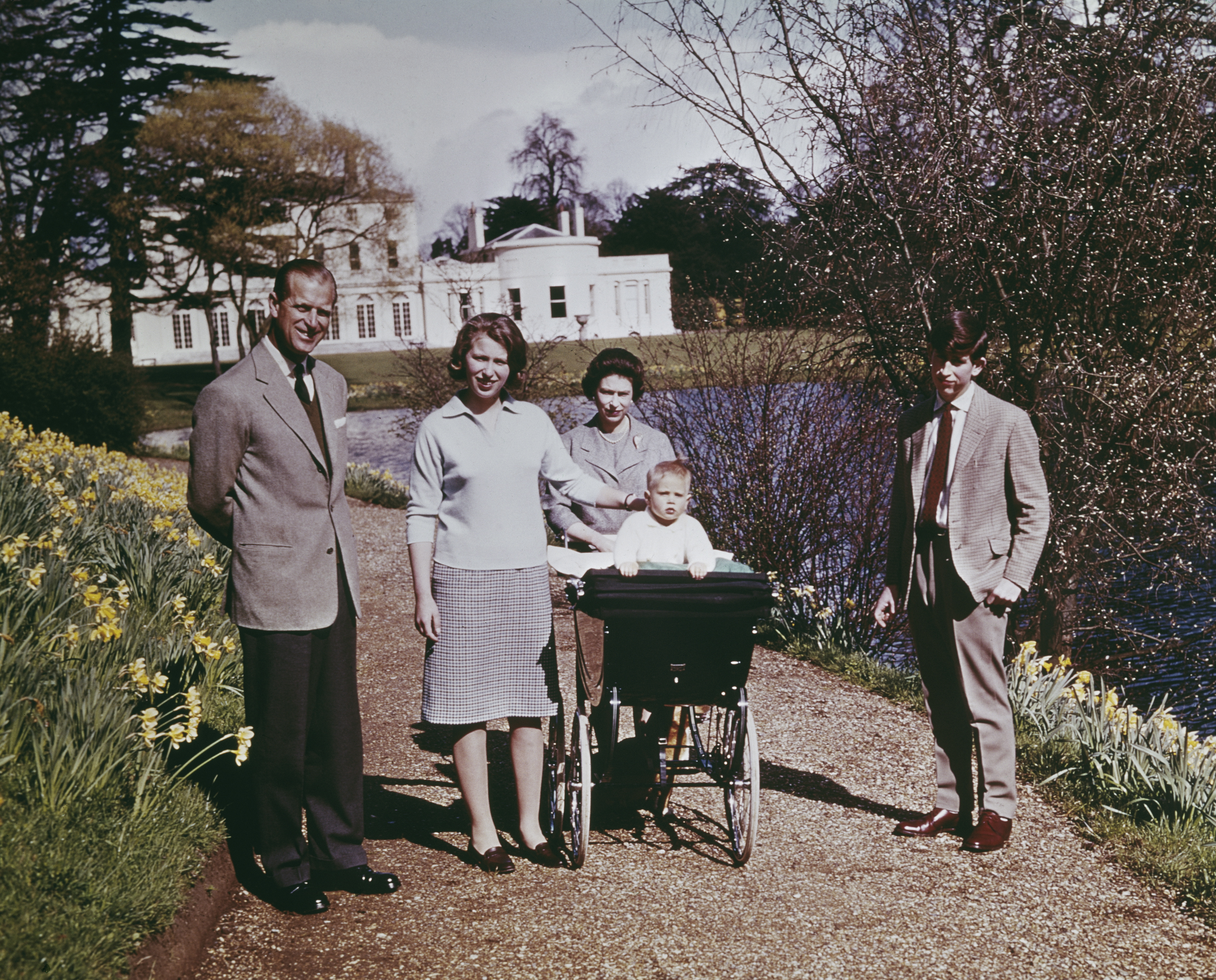 Queen Elizabeth II and Prince Philip, Duke of Edinburgh and their children at Windsor on the Queen's 39th birthday, April 1965. Left to right: Prince Philip, Princess Anne, Queen Elizabeth, Prince Edward and Prince Charles. (Photo by Fox Photos/Hulton Archive/Getty Images)