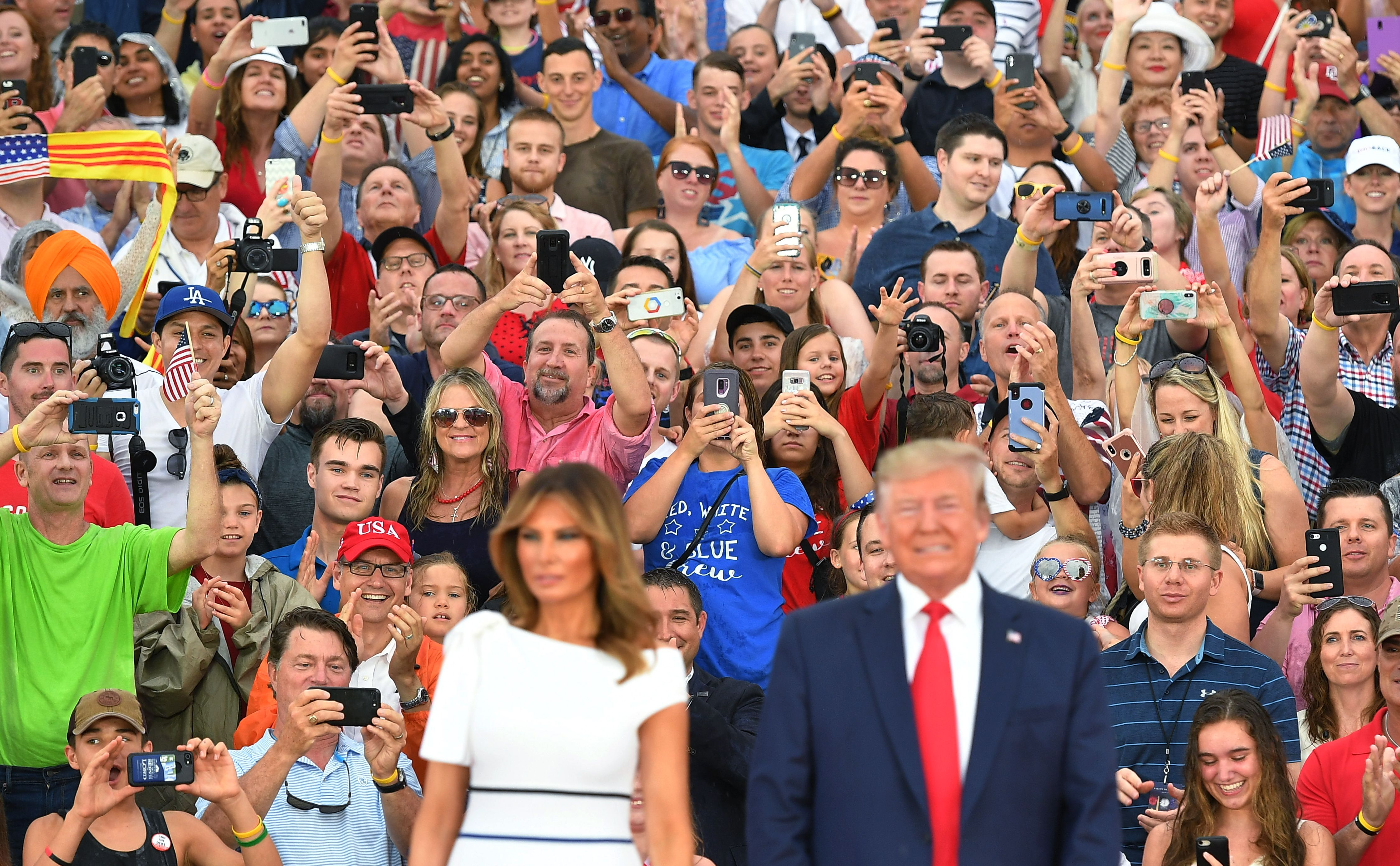 """Guest cheer as US President Donald Trump and First Lady Melania Trump arrive for the """"Salute to America"""" Fourth of July event at the Lincoln Memorial in Washington, DC, July 4, 2019. (Photo by MANDEL NGAN / AFP)        (Photo credit should read MANDEL NGAN/AFP/Getty Images)"""