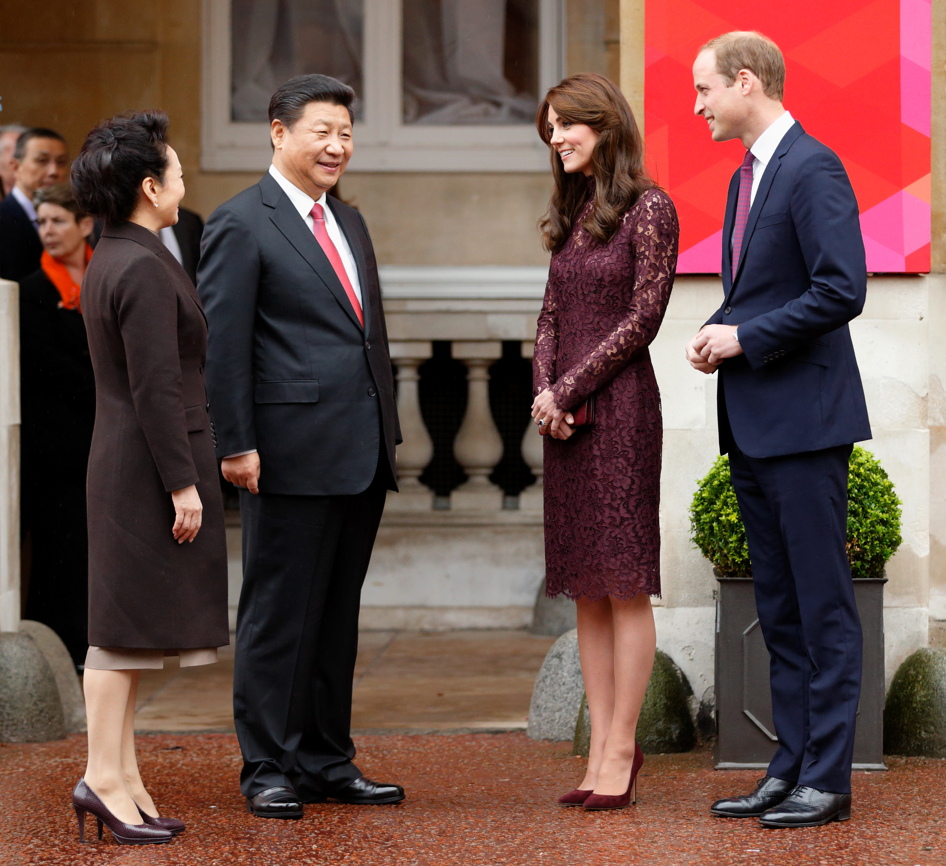 LONDON, UNITED KINGDOM - OCTOBER 21: (EMBARGOED FOR PUBLICATION IN UK NEWSPAPERS UNTIL 48 HOURS AFTER CREATE DATE AND TIME) The President of the Peoples Republic of China, Xi Jinping, his wife Peng Liyuan, Catherine, Duchess of Cambridge and Prince William, Duke of Cambridge attend 'Creative Collaborations: UK & China' at Lancaster House on October 21, 2015 in London, England. The President of the Peoples Republic of China, Mr Xi Jinping and his wife, Madame Peng Liyuan, are paying a State Visit to the United Kingdom as guests of The Queen. They will stay at Buckingham Palace and undertake engagements in London and Manchester. The last state visit paid by a Chinese President to the UK was Hu Jintao in 2005. (Photo by Max Mumby/Indigo/Getty Images)