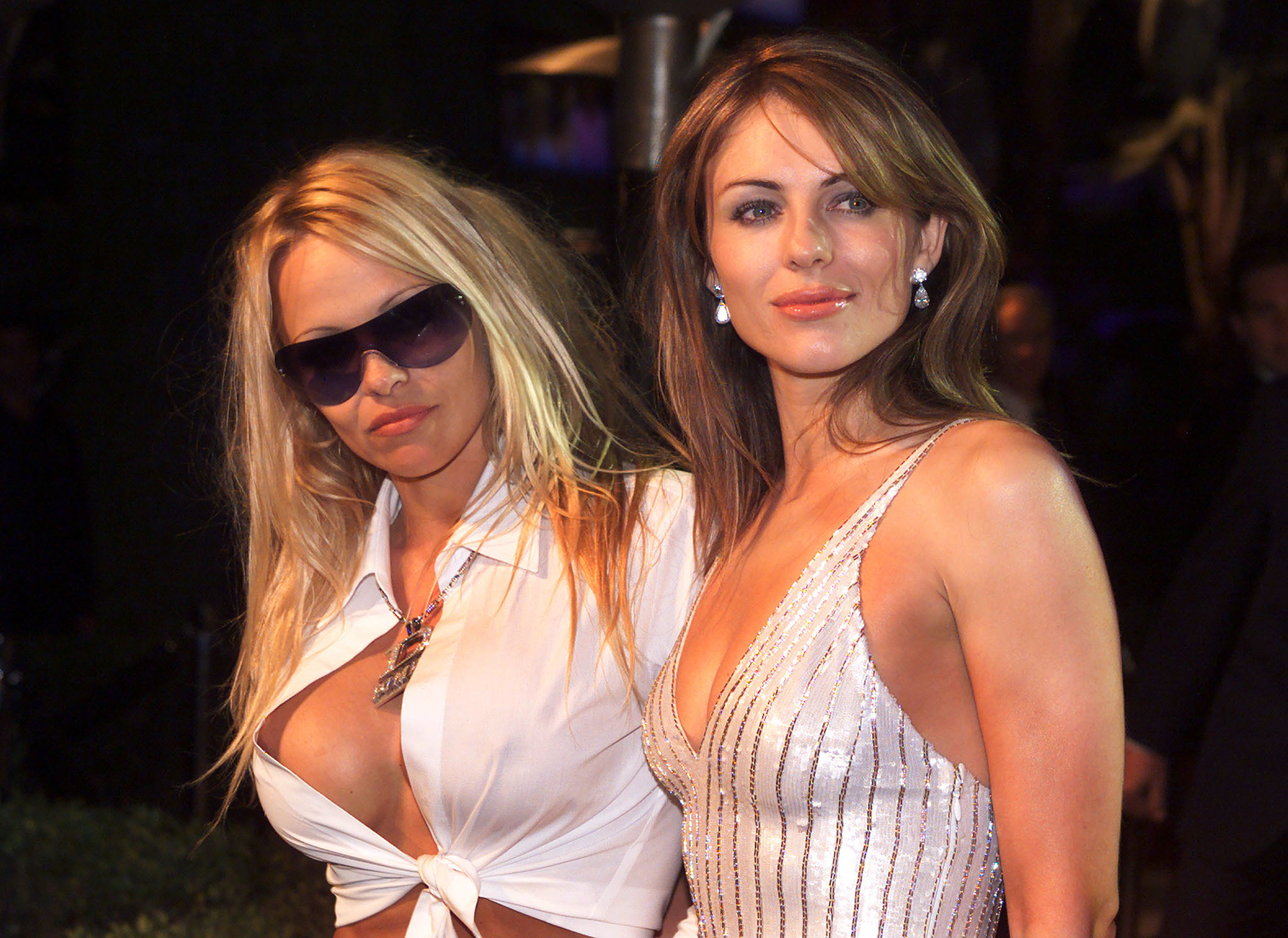 Actresses Pamela Anderson (L) and Elizabeth Hurley pose together as they arrive at the Vanity Fair post-Academy Awards party at Mortons in Los Angeles, March 25, 2001.