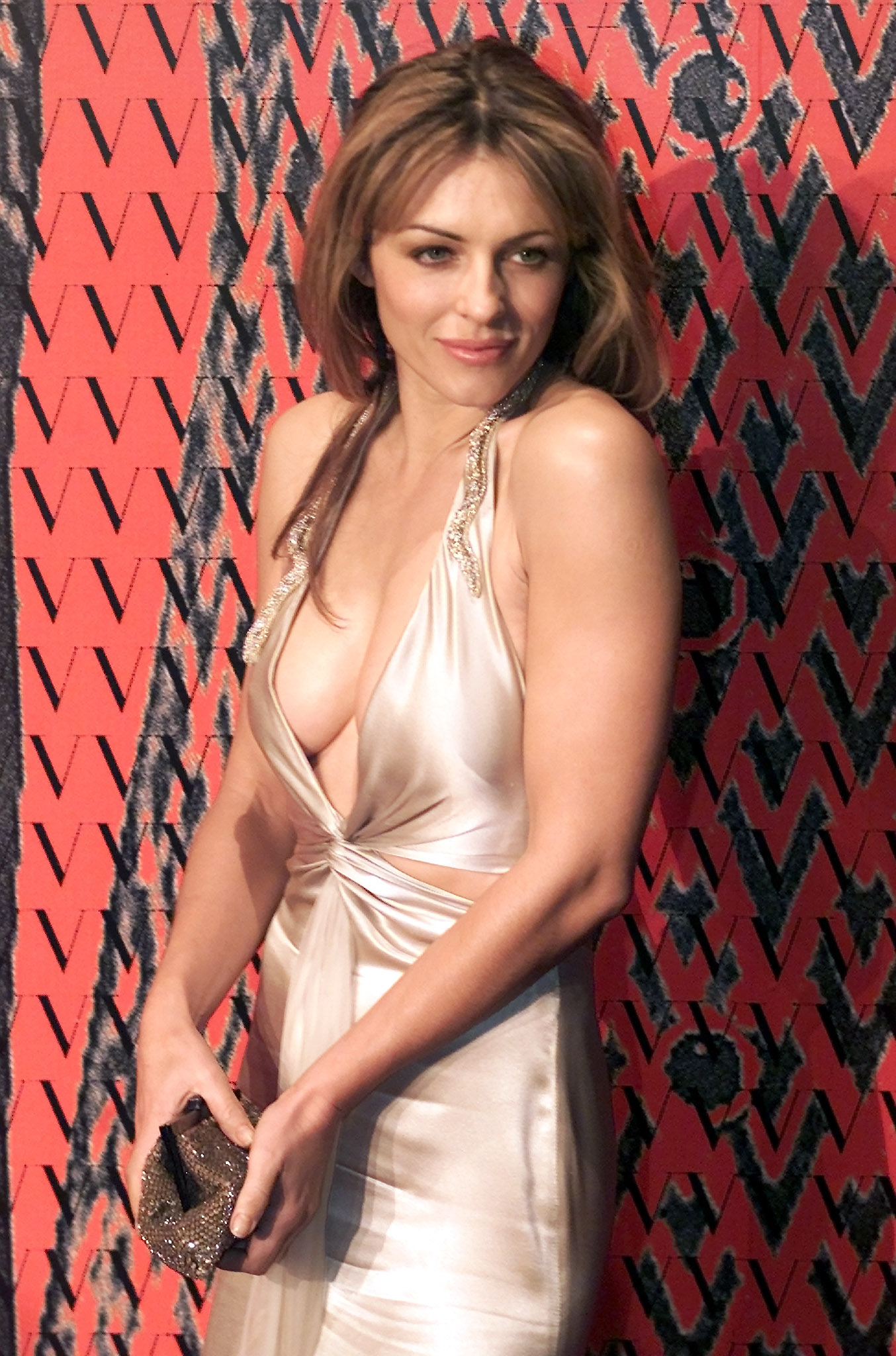 Actress Elizabeth Hurley arrives at a benefit gala for the Children's Action Network honoring fashion designer Valentino November 17, 2000 at the Pacific Design Center in West Hollywood California.  SSM/JP