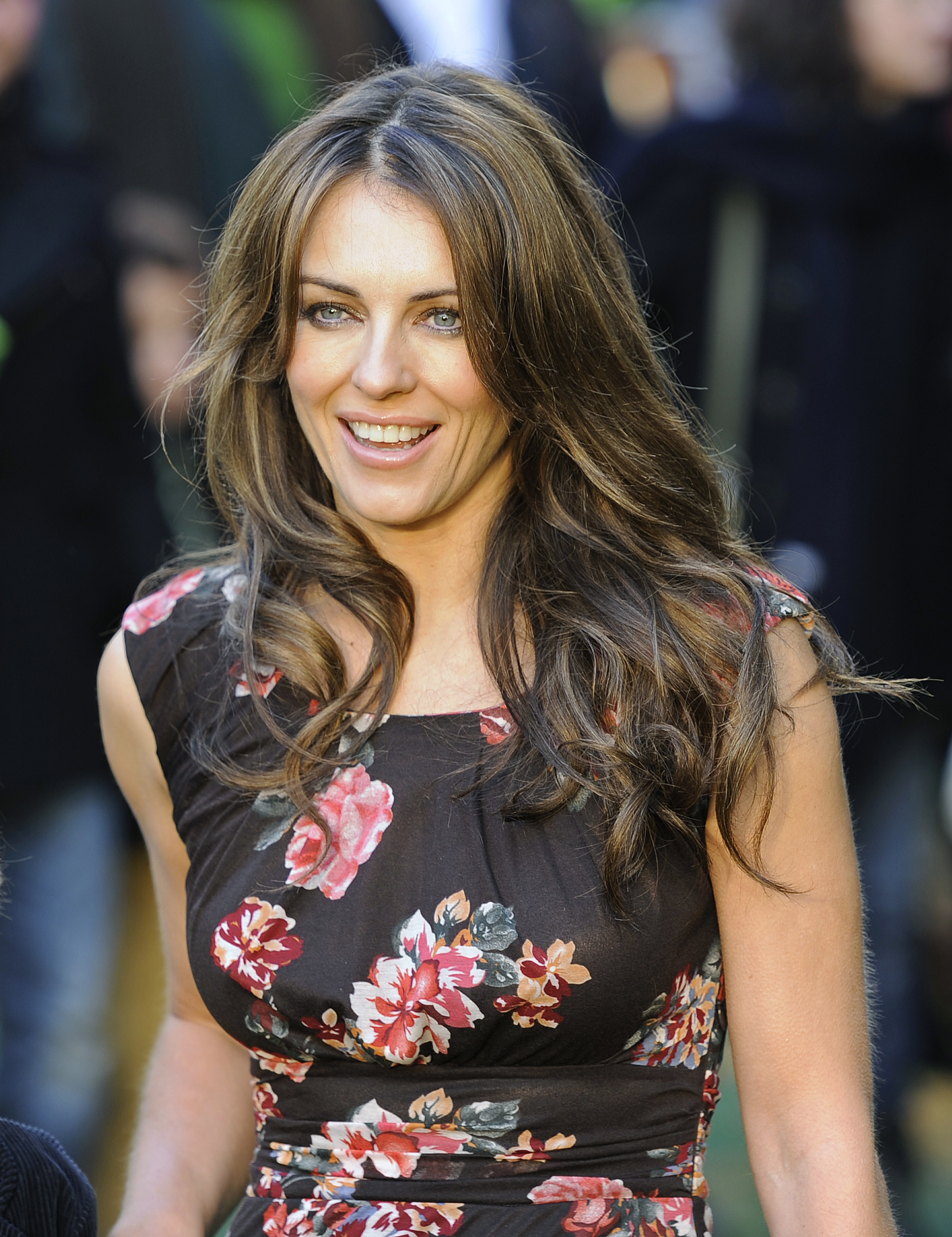 """British actress Elizabeth Hurley poses for photographers as she arrives for the British premiere of """"Gnomeo And Juliet"""" at Leicester Square in London January 30, 2011.    REUTERS/Paul Hackett  (BRITAIN - Tags: ENTERTAINMENT)"""