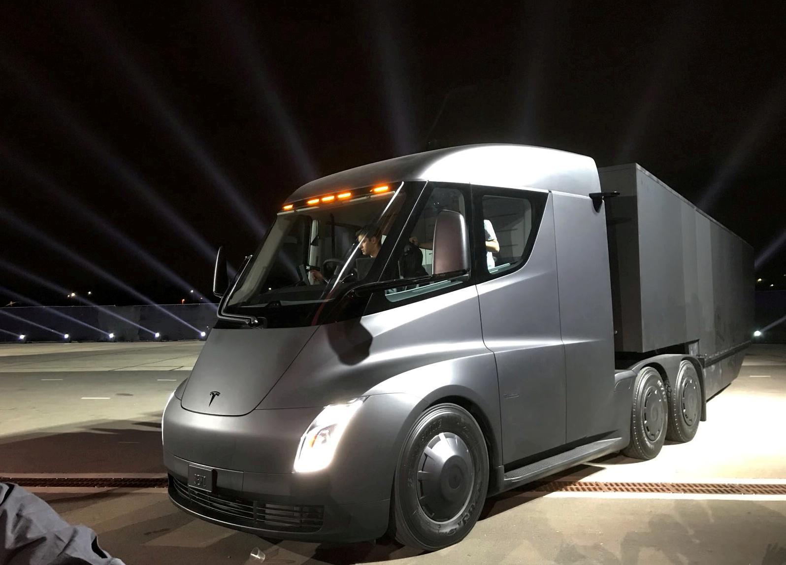 Why Tesla is delaying the Semi EV until 2022