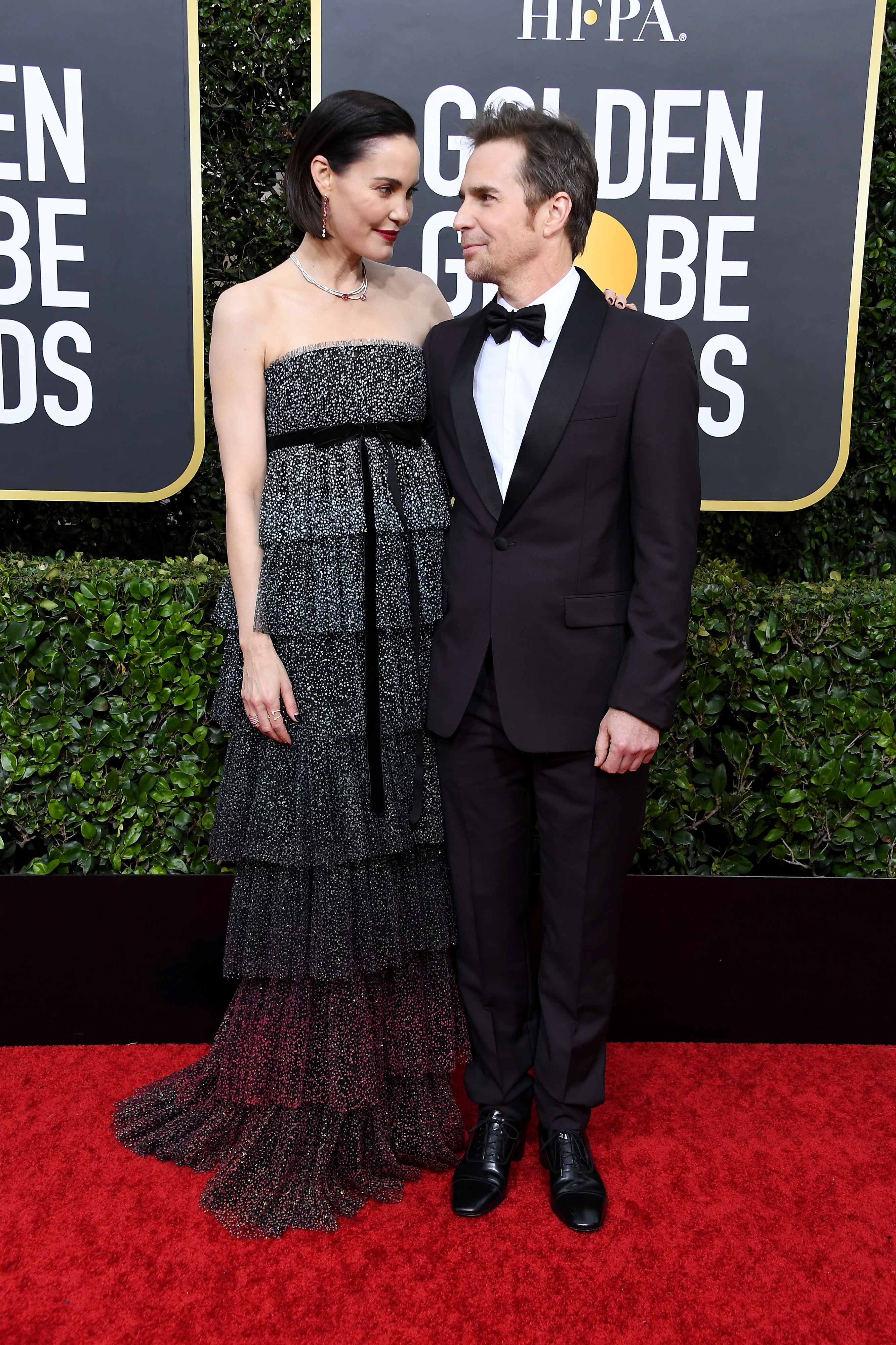 BEVERLY HILLS, CALIFORNIA - JANUARY 05:  (L-R) Leslie Bibb and Sam Rockwell attends the 77th Annual Golden Globe Awards at The Beverly Hilton Hotel on January 05, 2020 in Beverly Hills, California. (Photo by Steve Granitz/WireImage)