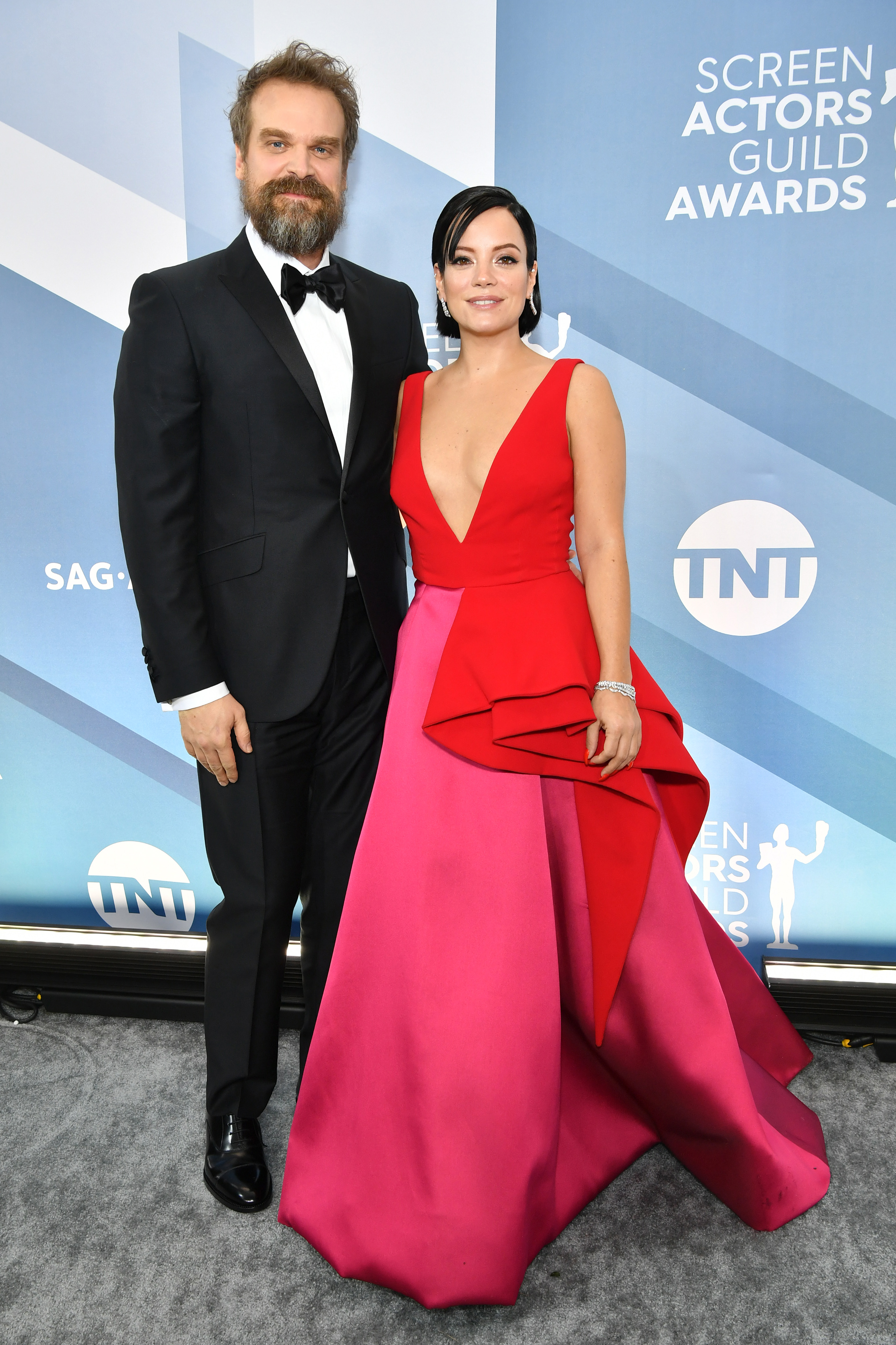 LOS ANGELES, CALIFORNIA - JANUARY 19: David Harbour and Lily Allen attend the 26th Annual Screen ActorsGuild Awards at The Shrine Auditorium on January 19, 2020 in Los Angeles, California. (Photo by Amy Sussman/WireImage)