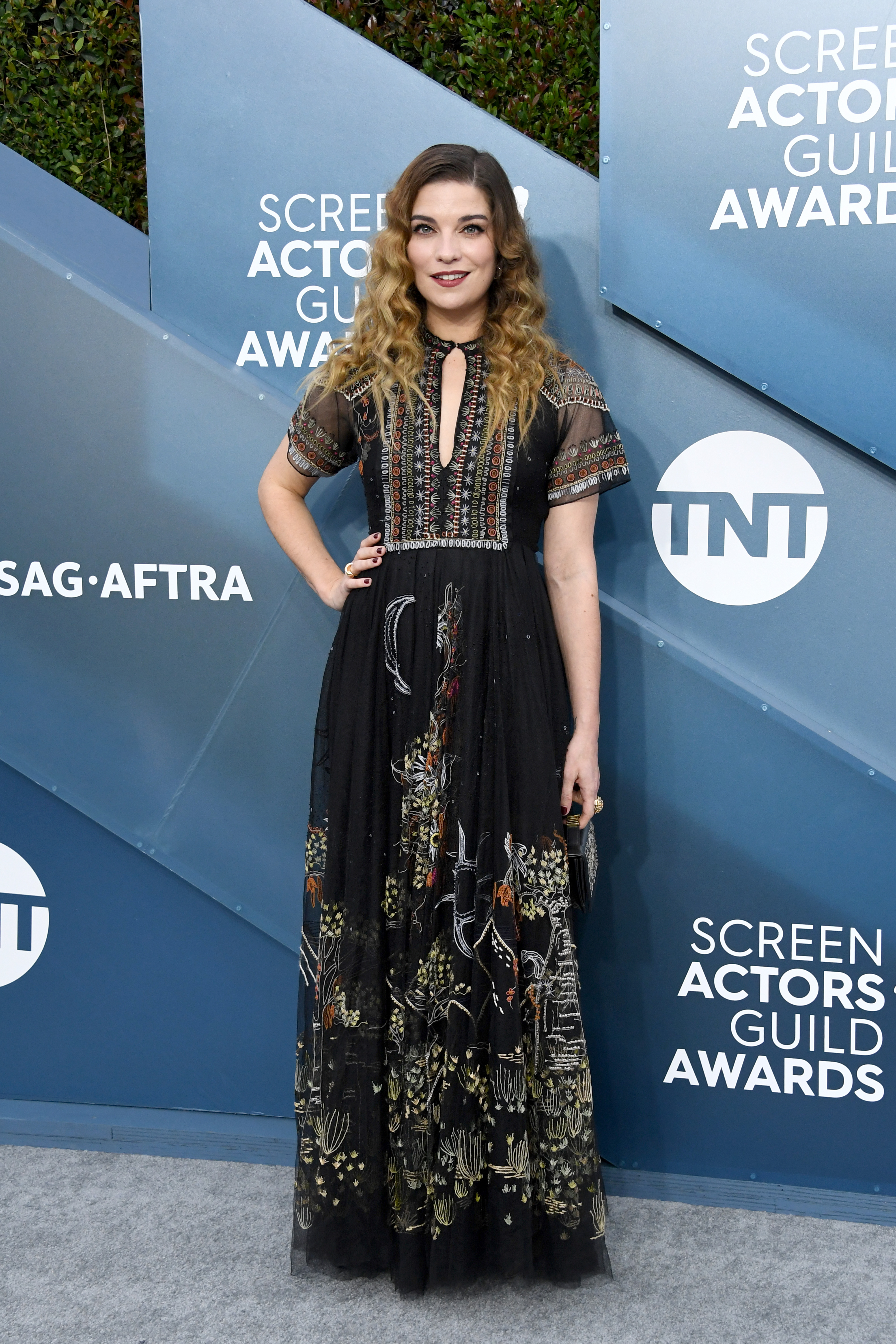 LOS ANGELES, CALIFORNIA - JANUARY 19: Annie Murphy attends the 26th Annual Screen ActorsGuild Awards at The Shrine Auditorium on January 19, 2020 in Los Angeles, California. (Photo by Jon Kopaloff/Getty Images)