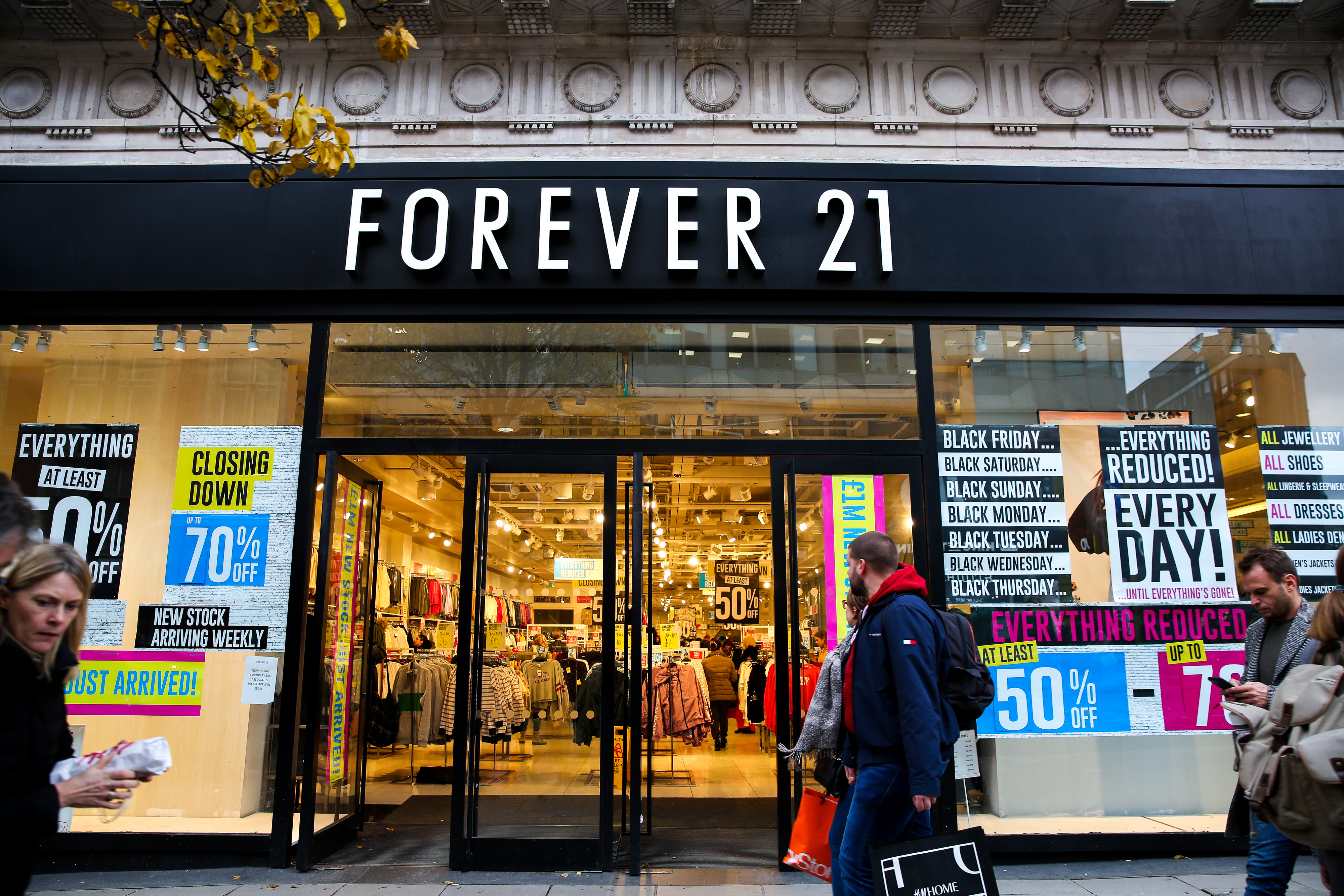 LONDON, UNITED KINGDOM - 2019/11/28: Shoppers walk past the Closing Down signs in the window of Forever 21 store on Oxford Street in London. (Photo by Steve Taylor/SOPA Images/LightRocket via Getty Images)