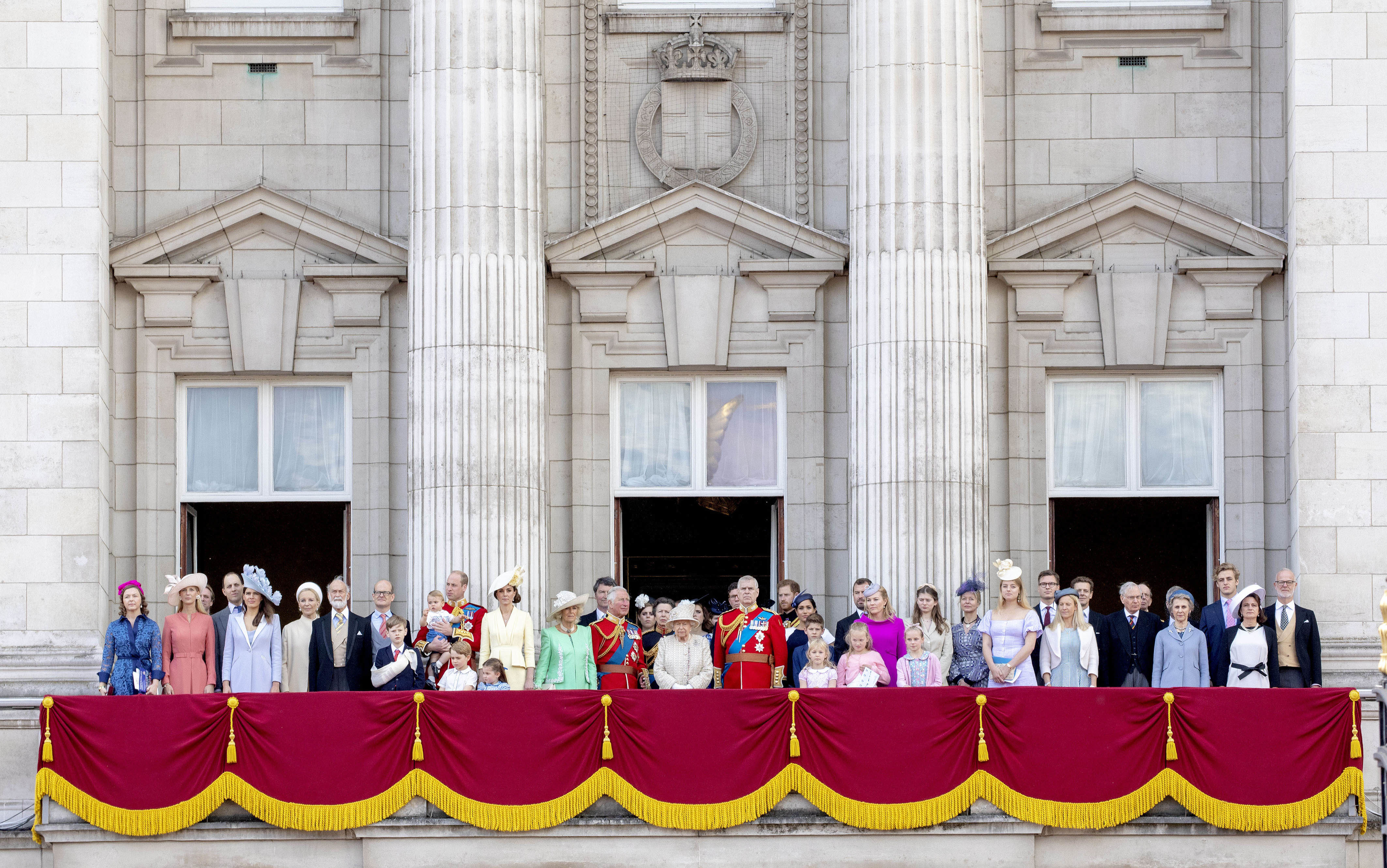 08-06-2019 England The ceremony of the Trooping the Colour, marking the monarch's official birthday, in London. Prince William, Prince Louis, Prince George, Princess Charlotte, Catherine, Duchess of Cambridge Camilla, Duchess of Cornwall, Vice Admiral Timothy Laurence, Prince Charles, Prince of Wales Britain's Princess Beatrice of York Britain's Princess Anne, Princess Royal, Queen Elizabeth II, Princess Eugenie of York Lady Louise Windsor, Prince Andrew, Duke of York Prince Harry, Duke of Sussex, Meghan, Duchess of Sussex James, Viscount Severn and Isla Phillips ( PPE/Nieboer /Sipa USA)