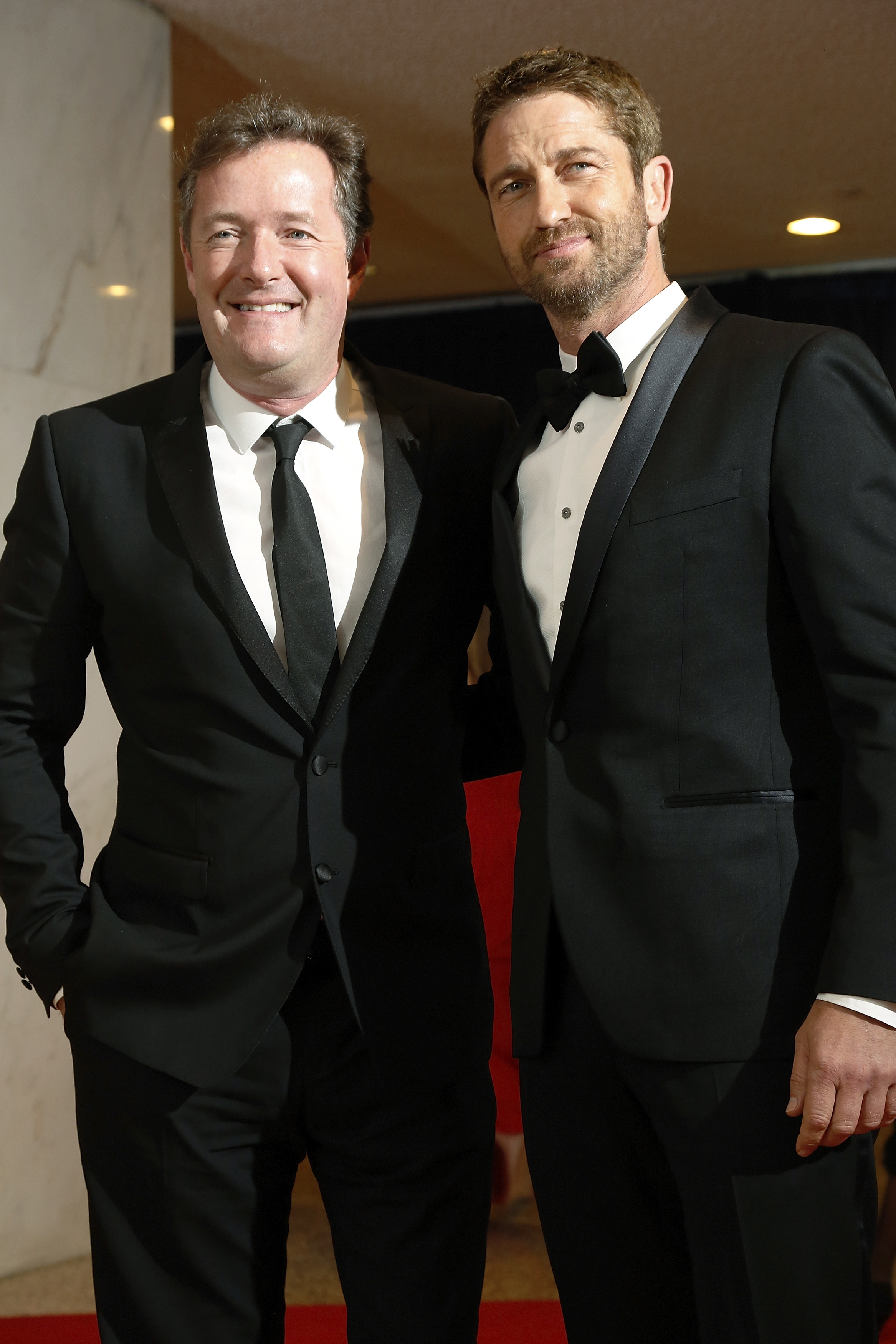 TV personality Piers Morgan and actor Gerard Butler (R) arrive on the red carpet at the annual White House Correspondents' Association dinner in Washington April 27, 2013. REUTERS/Jonathan Ernst    (UNITED STATES - Tags: POLITICS ENTERTAINMENT)