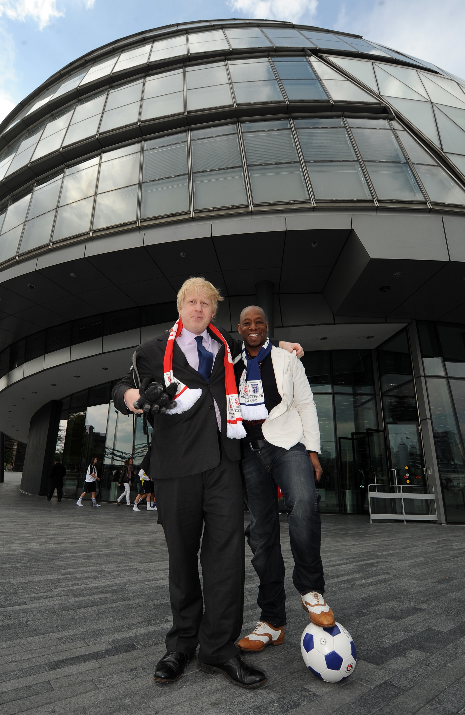 London Mayor Boris Johnson (left) speaks with ex footballer Ian Wright after taking receipt of London's official copy of the final World Cup 2018 bid outside City Hall, London.
