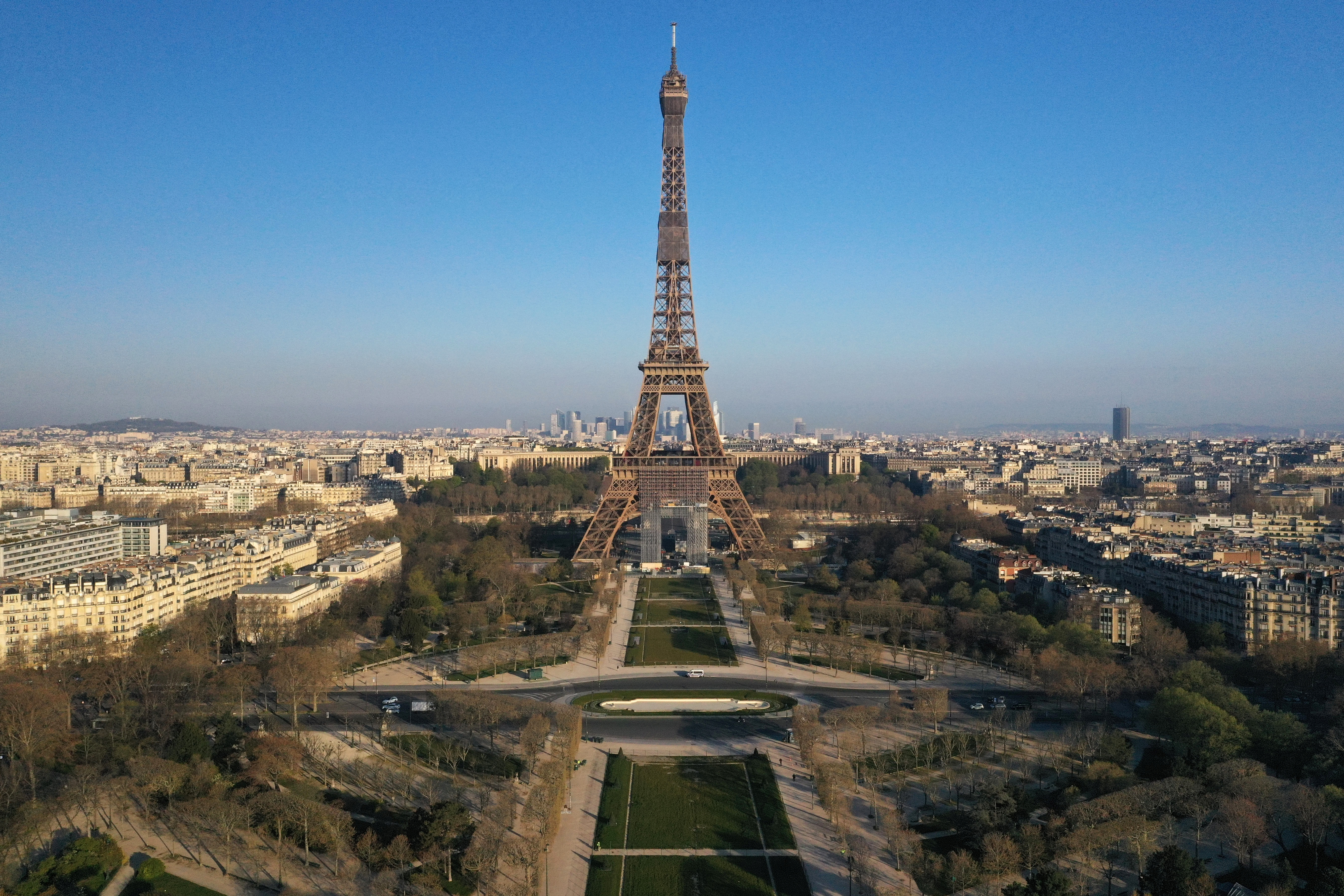 photo of France is developing an app to track the spread of COVID-19 image