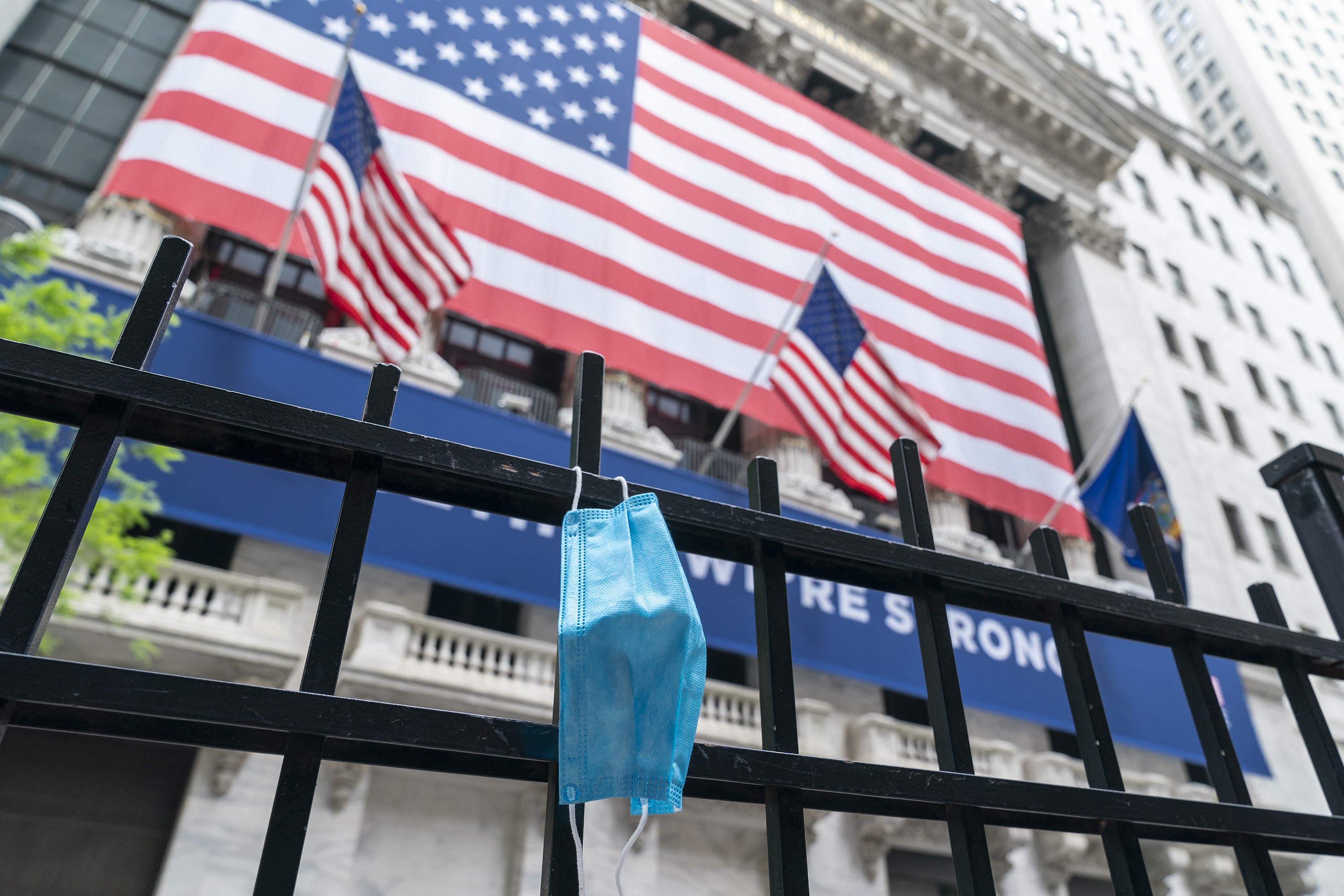 NEW YORK, UNITED STATES - 2020/05/26: Facial mask seen on the fence of New York Stock Exchange on first day of reopening of trading floor. (Photo by Lev Radin/Pacific Press/LightRocket via Getty Images)