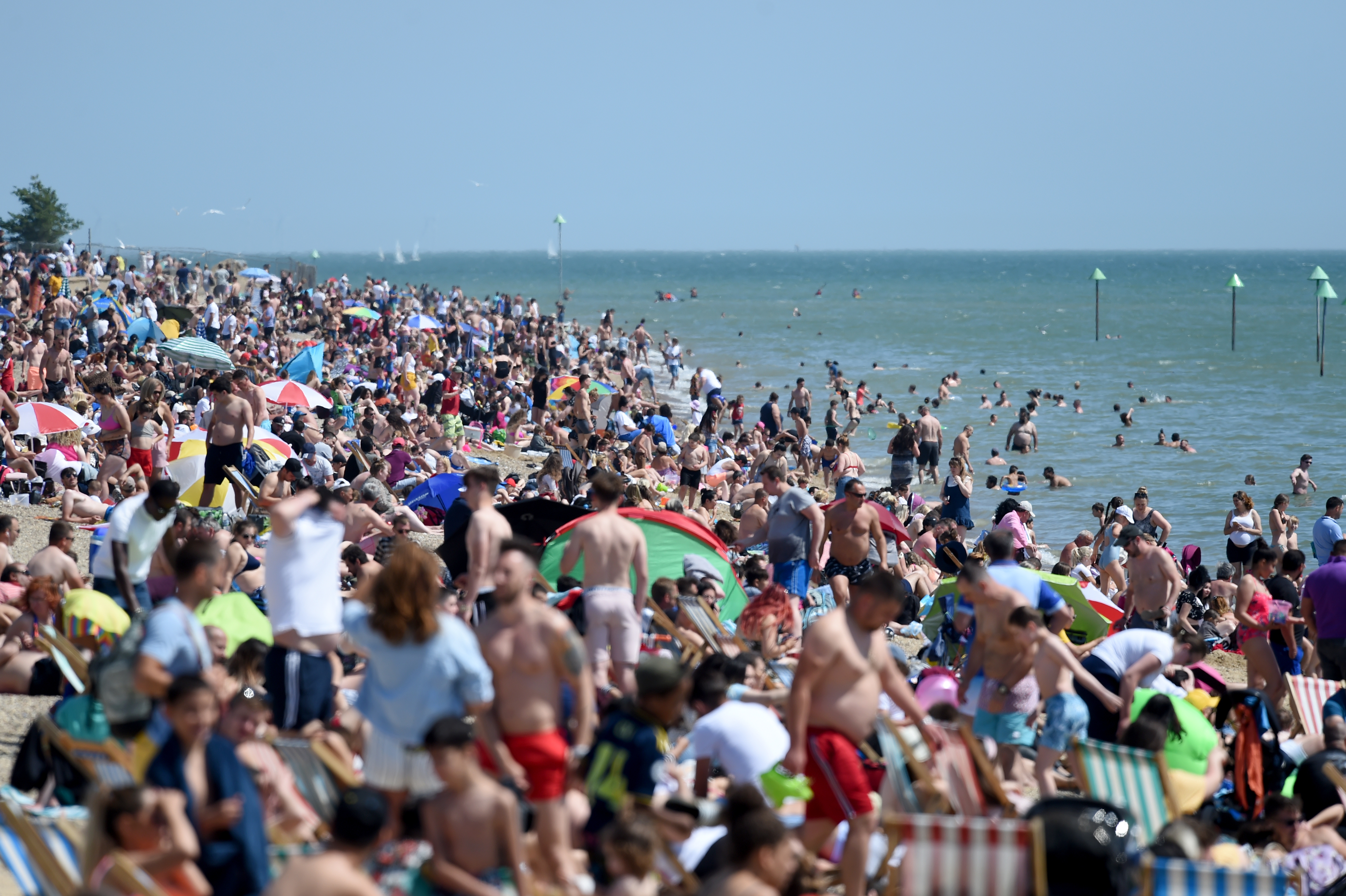 SOUTHEND-ON-SEA, UNITED KINGDOM - MAY 25: People are seen on the beach amid coronavirus (Co-vid 19) pandemic on May 25, 2020 in Southend-On-Sea, United Kingdom. (Photo by Kate Green/Anadolu Agency via Getty Images)