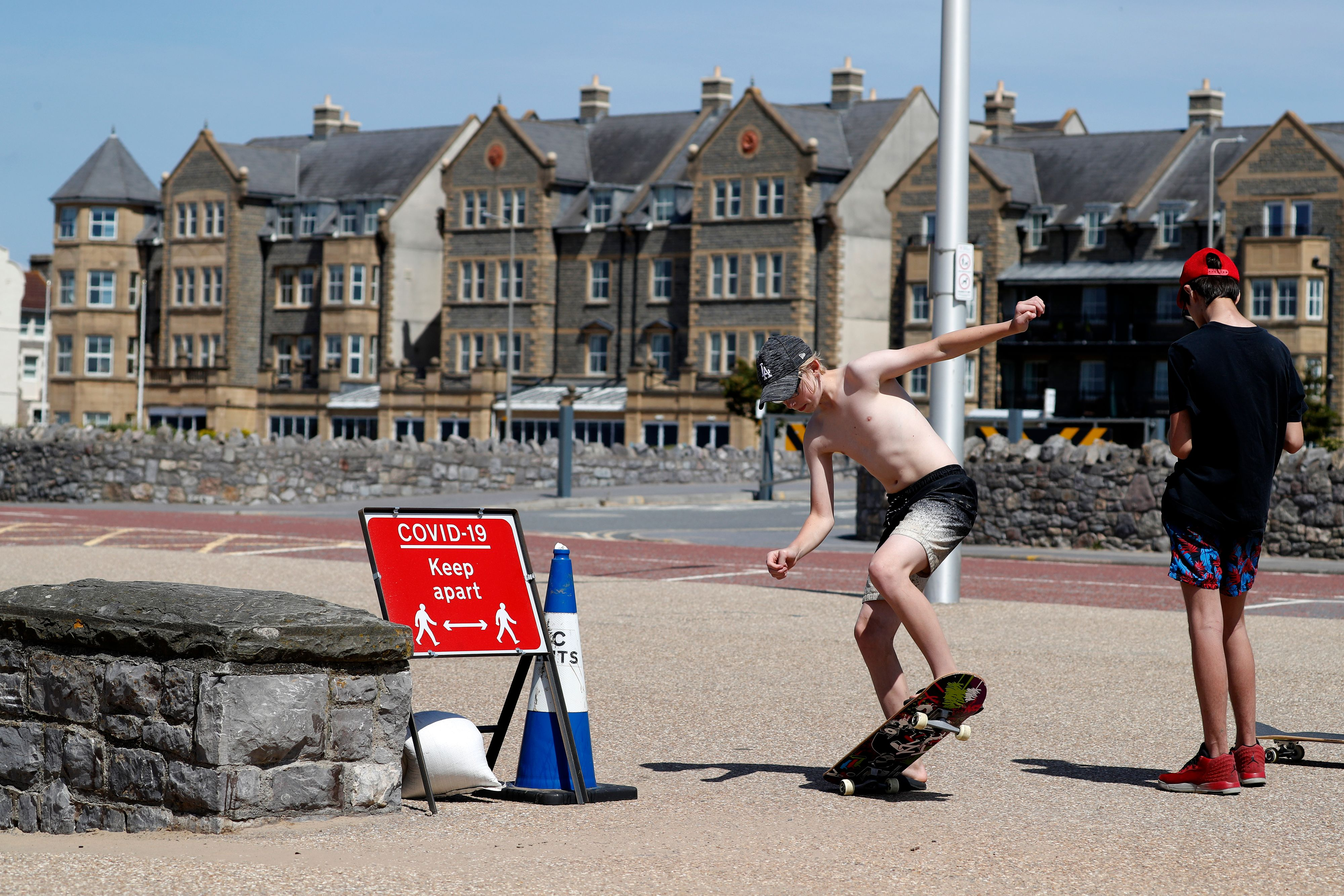 A sign displaying advice on social distancing is displayed at the beach in Weston-super-Mare, south west England on May 27, 2020, as lockdown measures are eased during the novel coronavirus COVID-19 pandemic. (Photo by Adrian DENNIS / AFP) (Photo by ADRIAN DENNIS/AFP via Getty Images)