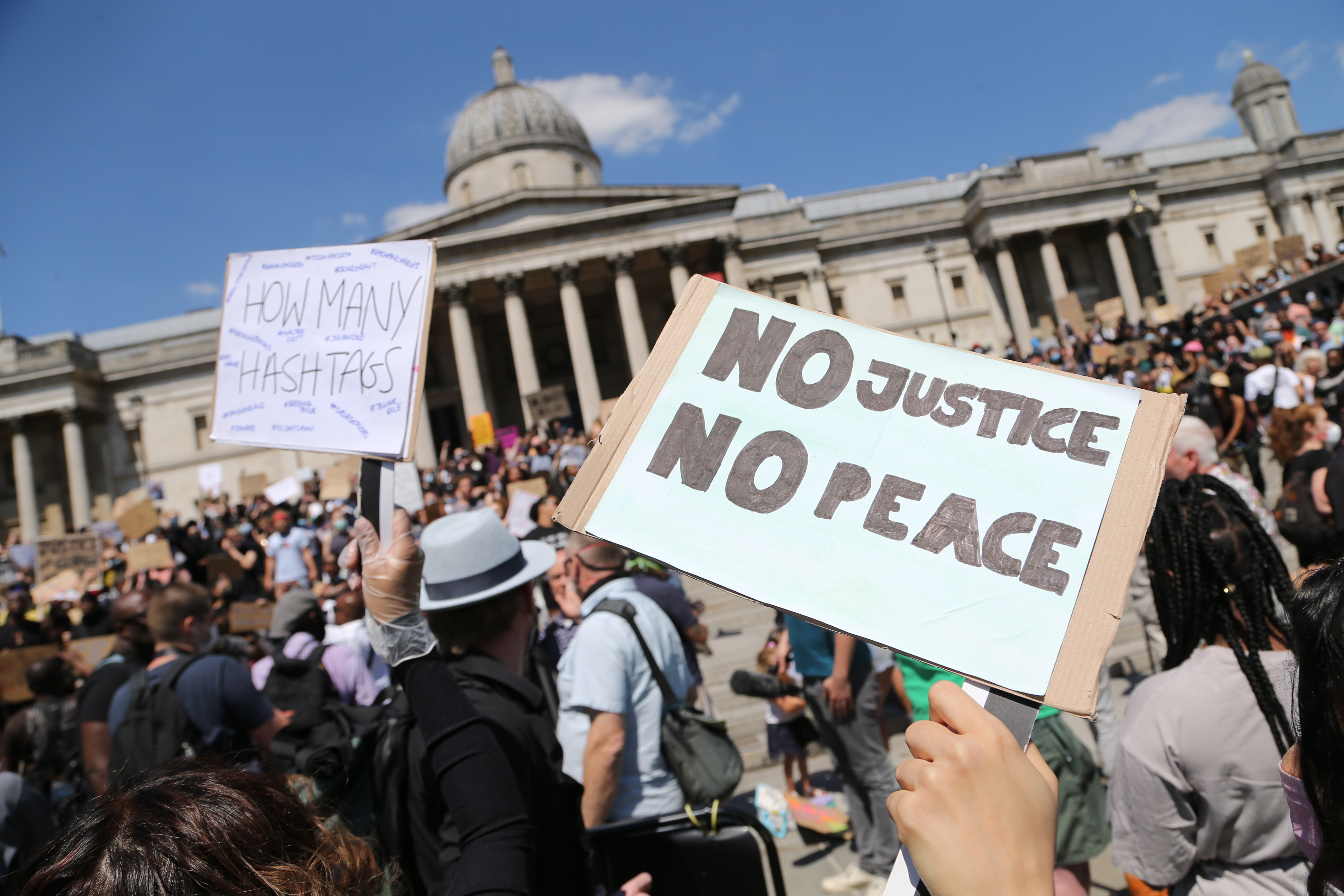 LONDON, UNITED KINGDOM - MAY 31: People gather during a protest over the death of George Floyd, an unarmed black man who died after being pinned down by a white police officer in USA, at Trafalgar Square on May 31, 2020 in London, United Kingdom. (Photo by Ilyas Tayfun Salci/Anadolu Agency via Getty Images)