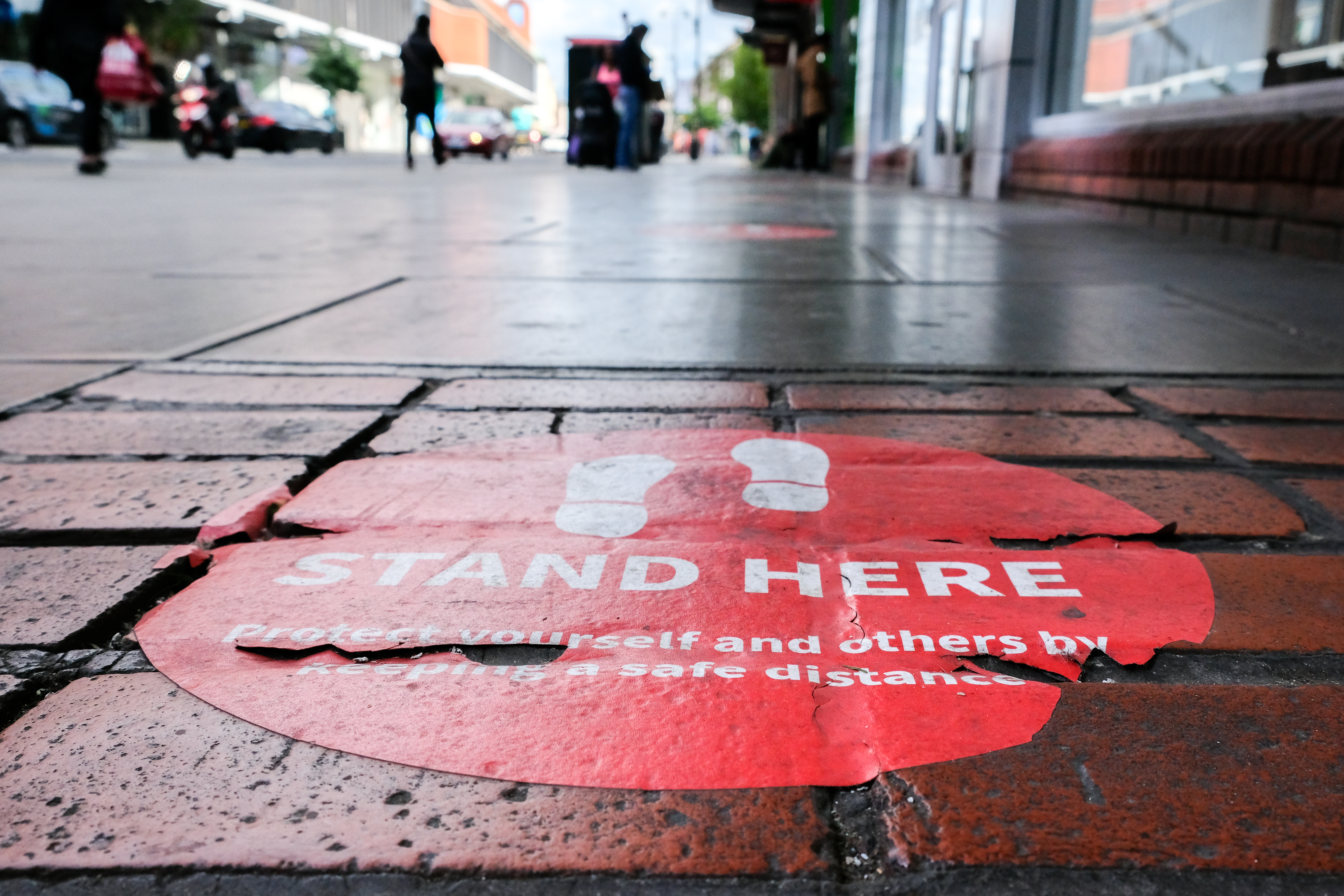 LONDON, UNITED KINGDOM - MAY 24, 2020 - Coronavirus: pavement stickers indicating the correct social distancing whilst queuing- PHOTOGRAPH BY Matthew Chattle / Barcroft Studios / Future Publishing (Photo credit should read Matthew Chattle/Barcroft Media via Getty Images)