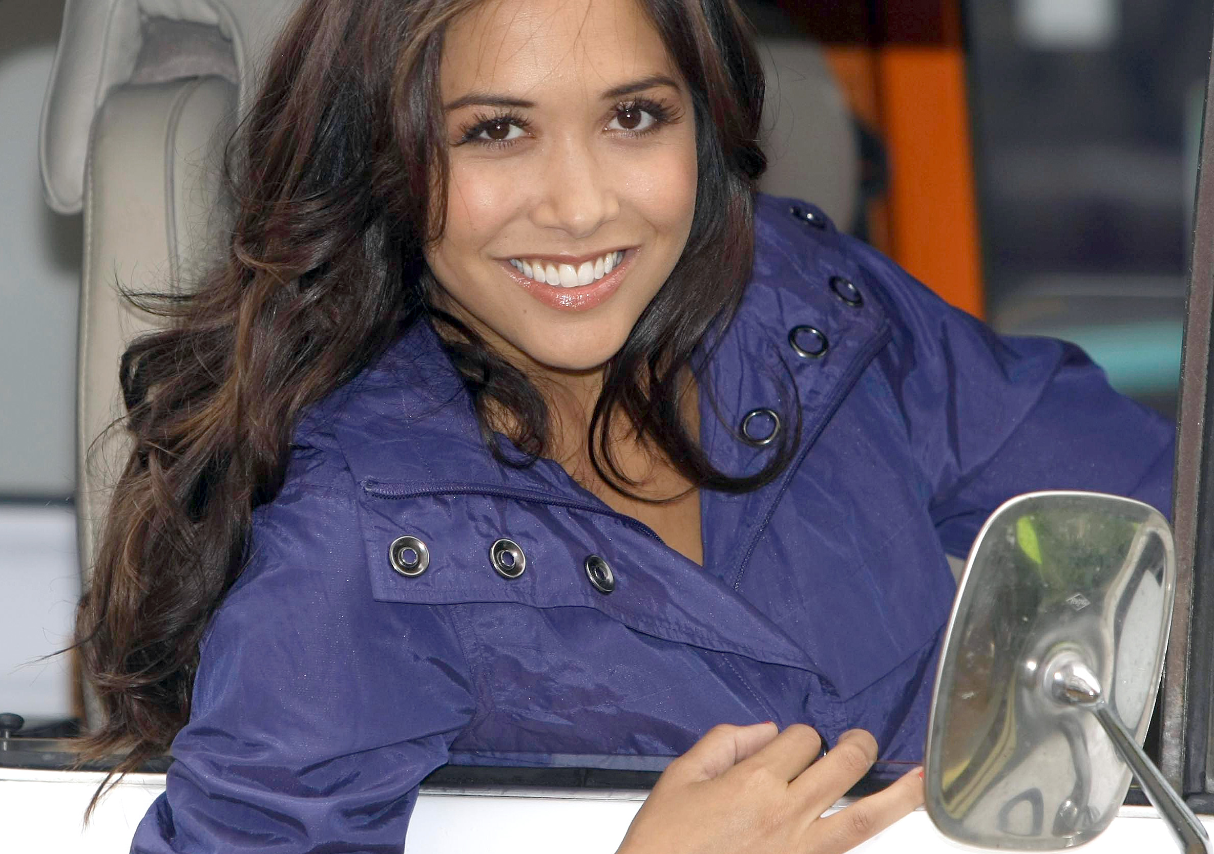 British model Myleene Klass poses for the cameras as she helps launch a new range of womenswear at a central London department store, Tuesday, Set. 2, 2009. (AP Photo/ Alastair Grant)