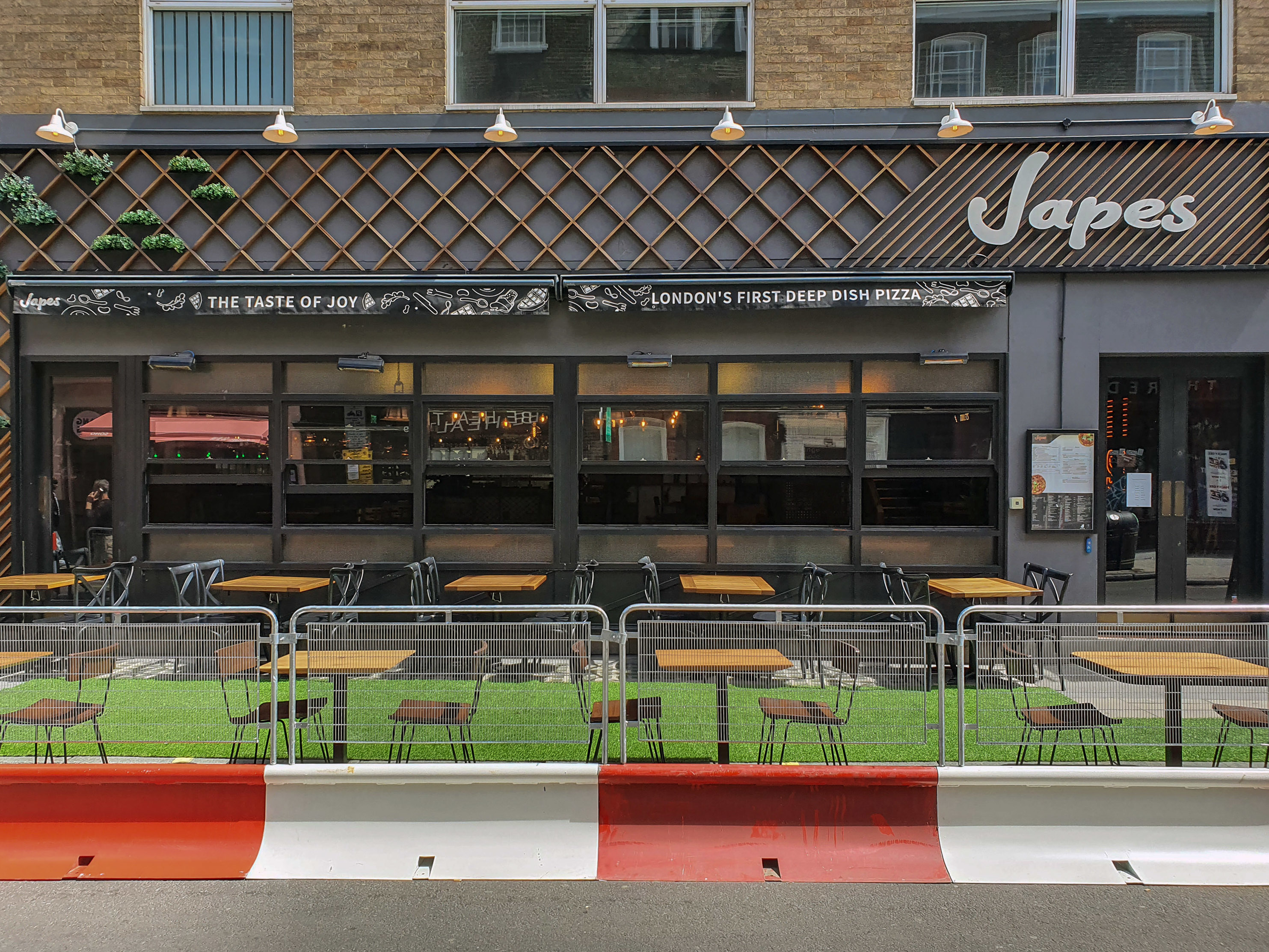 Japes restaurant in Soho has made use of spaces outside to allow customers to maintain social distance when dinning in an attempt to curb the spread of coronavirus. (Photo by Dave Rushen / SOPA Images/Sipa USA)