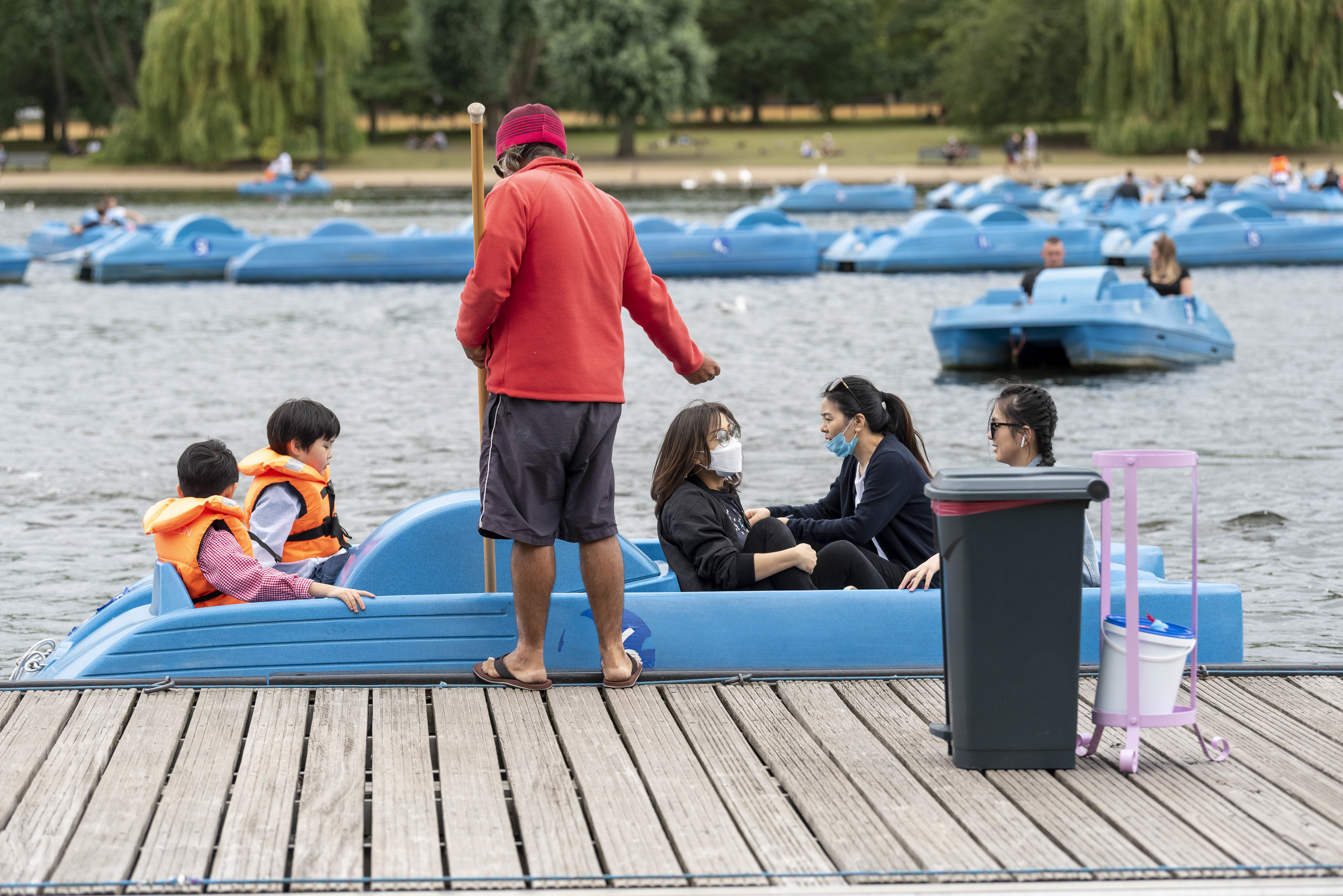 People are seen on paddle boats on London�s Serpentine Lake. (Photo by Dave Rushen / SOPA Images/Sipa USA)